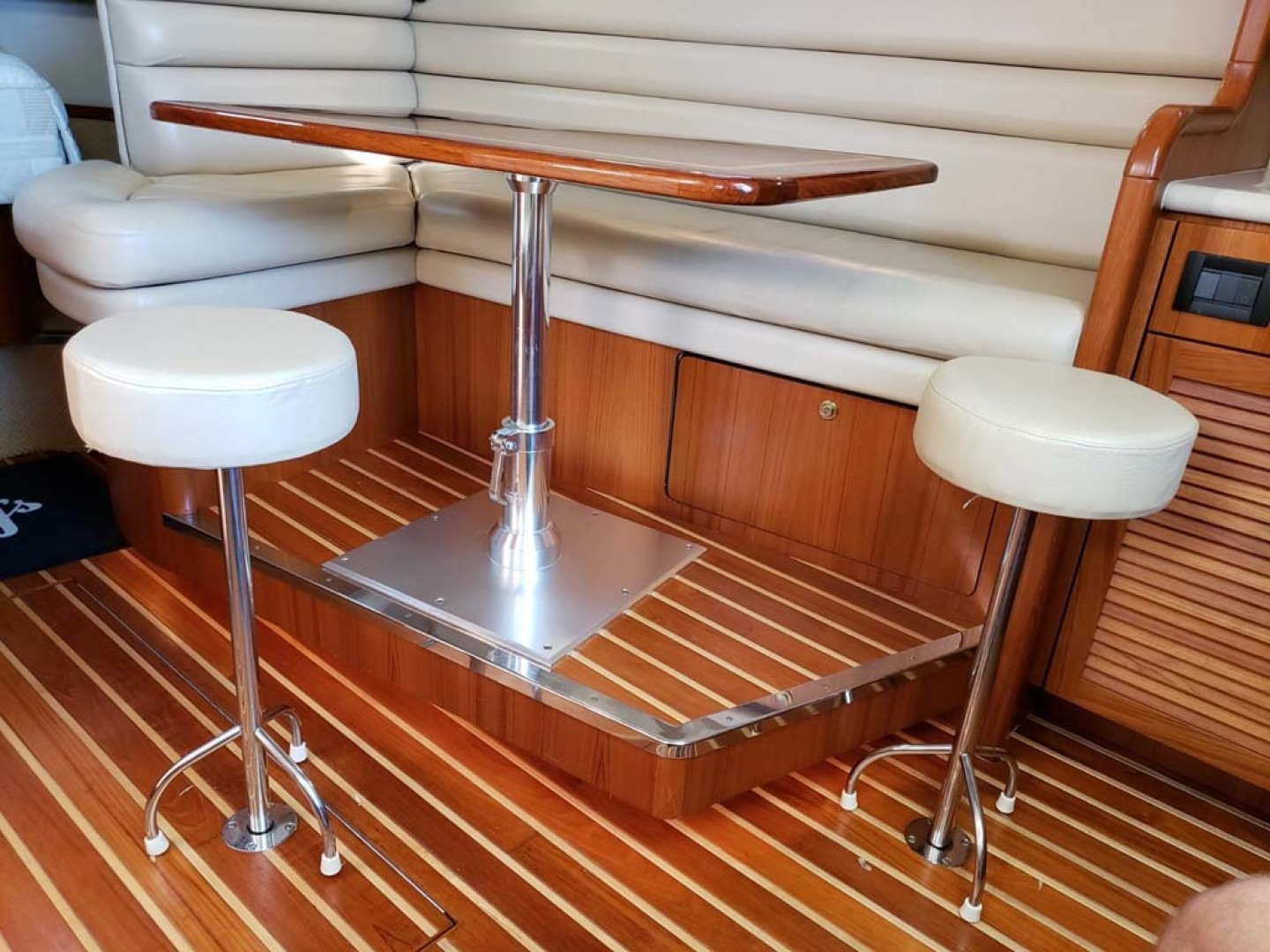 Pursuit-3800 Express 2004-CAN MAN Montauk-New York-United States-Teak and Holly Floor-1250926 | Thumbnail
