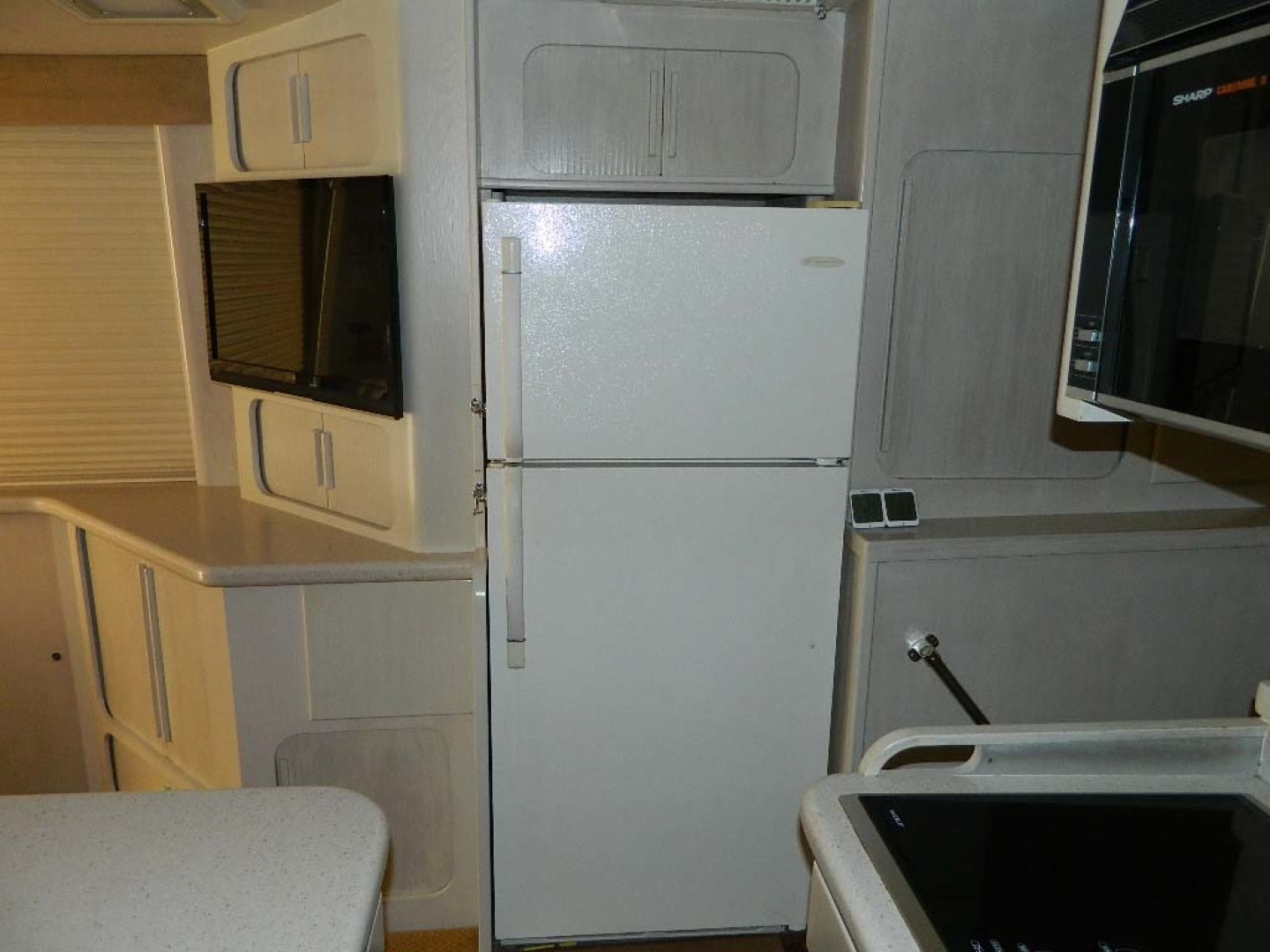 Hatteras-52 Sport Fisherman 1988-Iron Will Stuart-Florida-United States-Galley Refrigerator-1251571 | Thumbnail