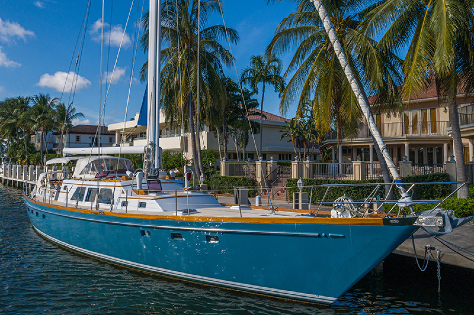 Little Harbor-Raised Saloon 1982-WIND WIZARD Fort Lauderdale-Florida-United States-Starboard Bow Profile-1264284 | Thumbnail