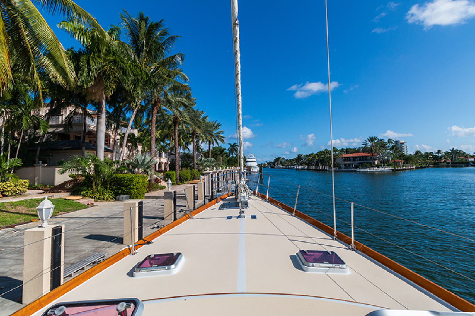 Little Harbor-Raised Saloon 1982-WIND WIZARD Fort Lauderdale-Florida-United States-Foredeck-1264281 | Thumbnail