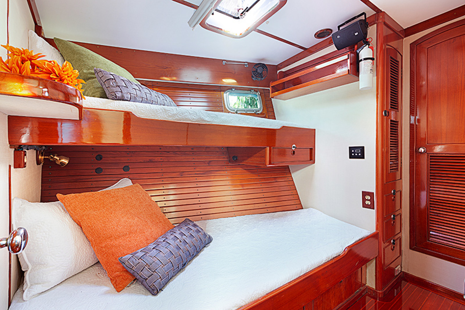 Little Harbor-Raised Saloon 1982-WIND WIZARD Fort Lauderdale-Florida-United States-Guest Stateroom-1264272 | Thumbnail
