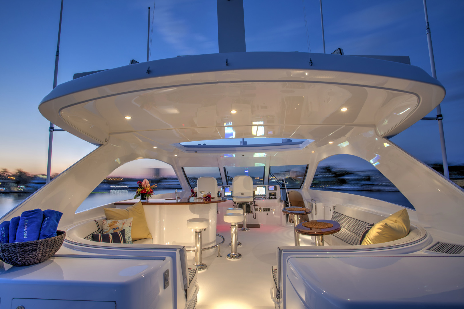 Picture Of: 73' Hatteras 72 2008 Yacht For Sale | 2 of 19