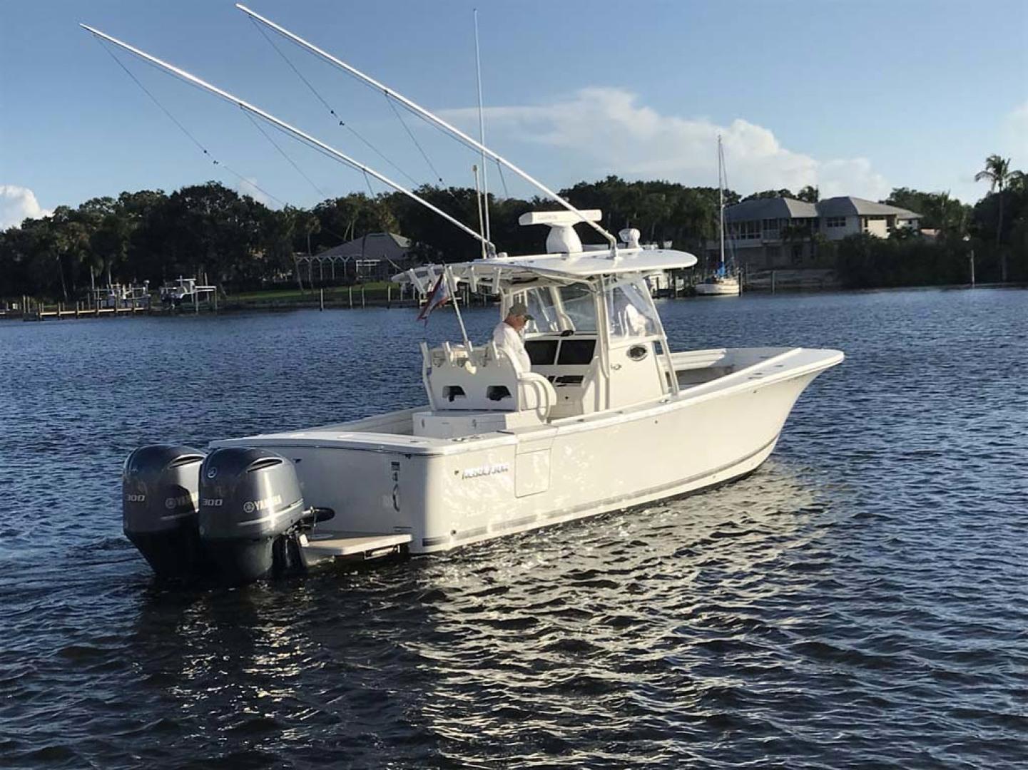 Regulator-31 Center Console 2017 -Stuart-Florida-United States-Starboard Stern-1253407   Thumbnail