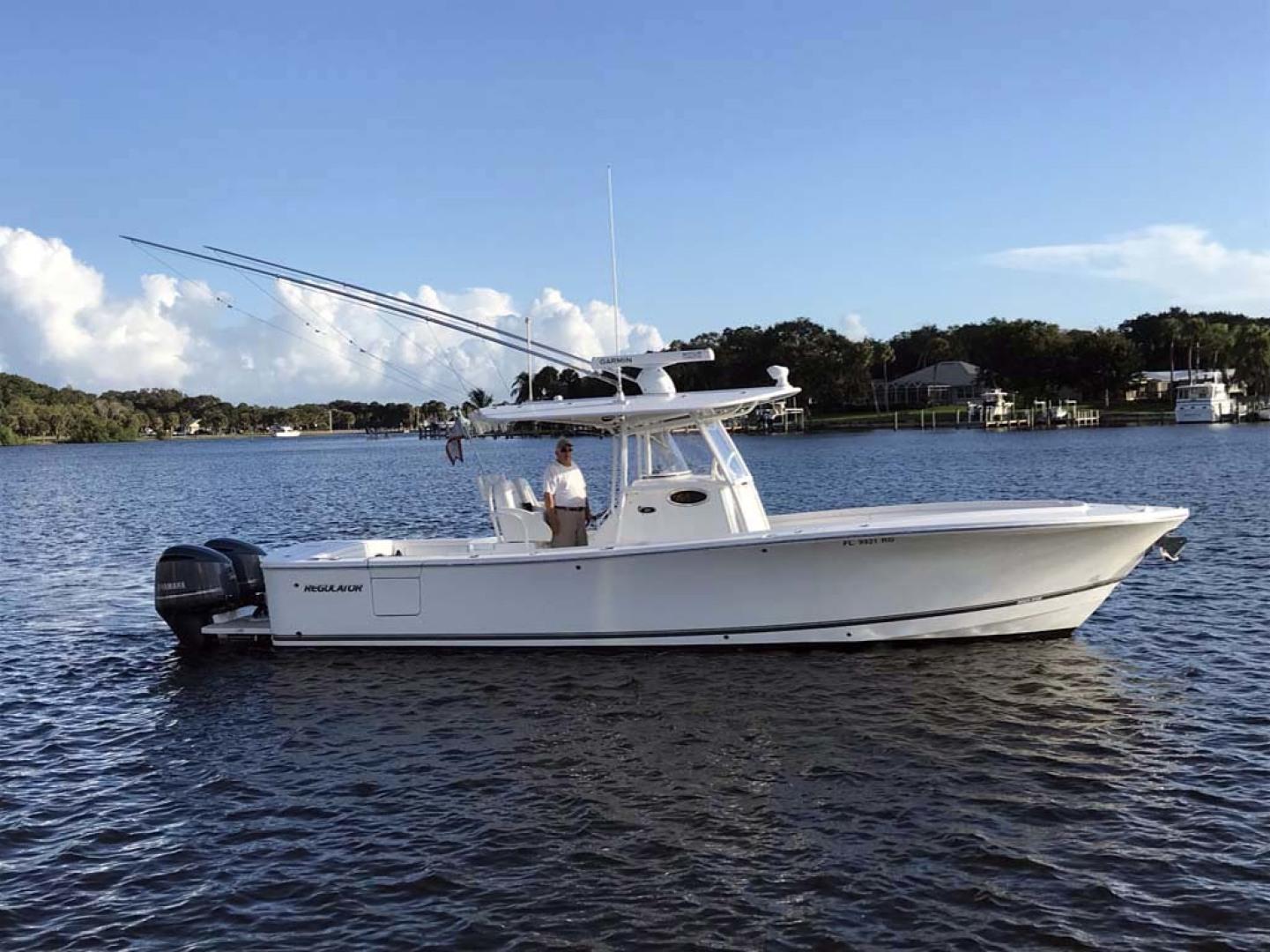 Regulator-31 Center Console 2017 -Stuart-Florida-United States-Starboard Side-1253405 | Thumbnail
