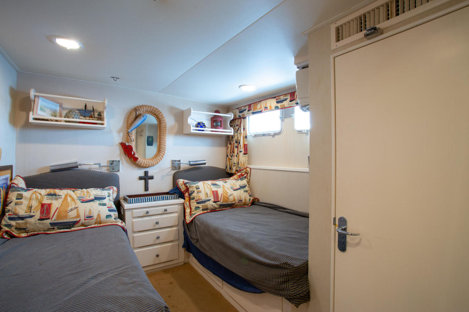Burger-81 CPMY 1978-High Mileage Cape Coral-Florida-United States-Guest Stateroom-1254538   Thumbnail