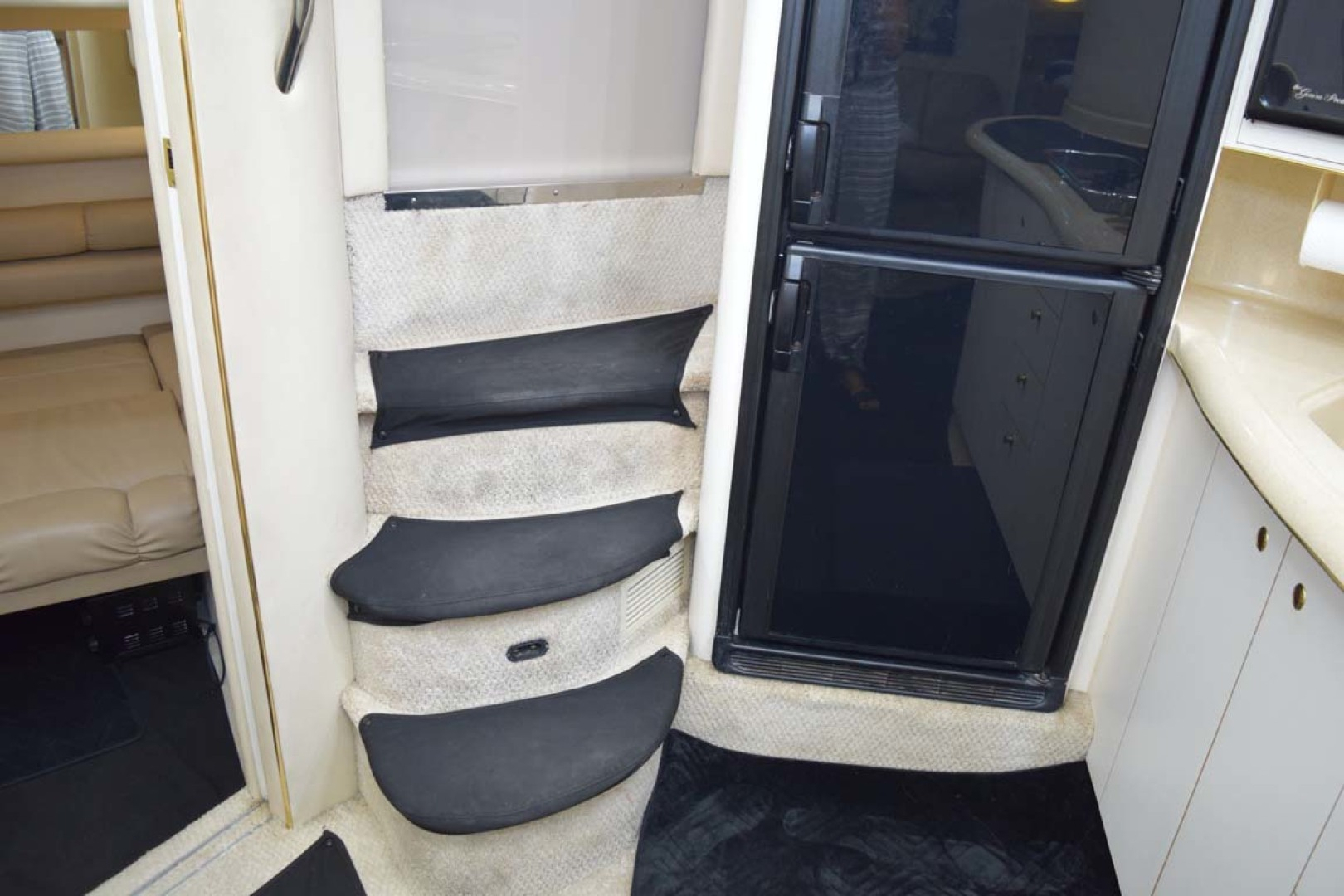 Sea Ray-400 Sundancer 1998-LEVELS Miami-Florida-United States-Stairs Into Lower Deck-1283875 | Thumbnail