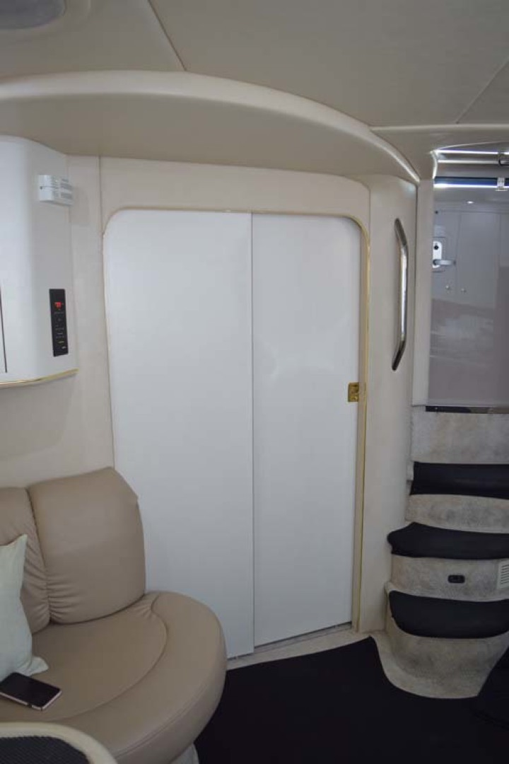 Sea Ray-400 Sundancer 1998-LEVELS Miami-Florida-United States-Guest Cabin Door Closed-1283908 | Thumbnail