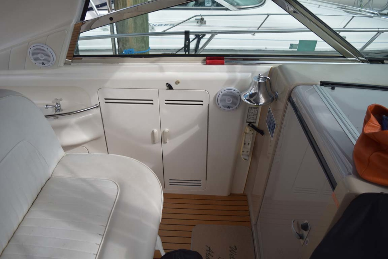 Sea Ray-400 Sundancer 1998-LEVELS Miami-Florida-United States-Cabin Entrance And Helm Seating-1283871 | Thumbnail