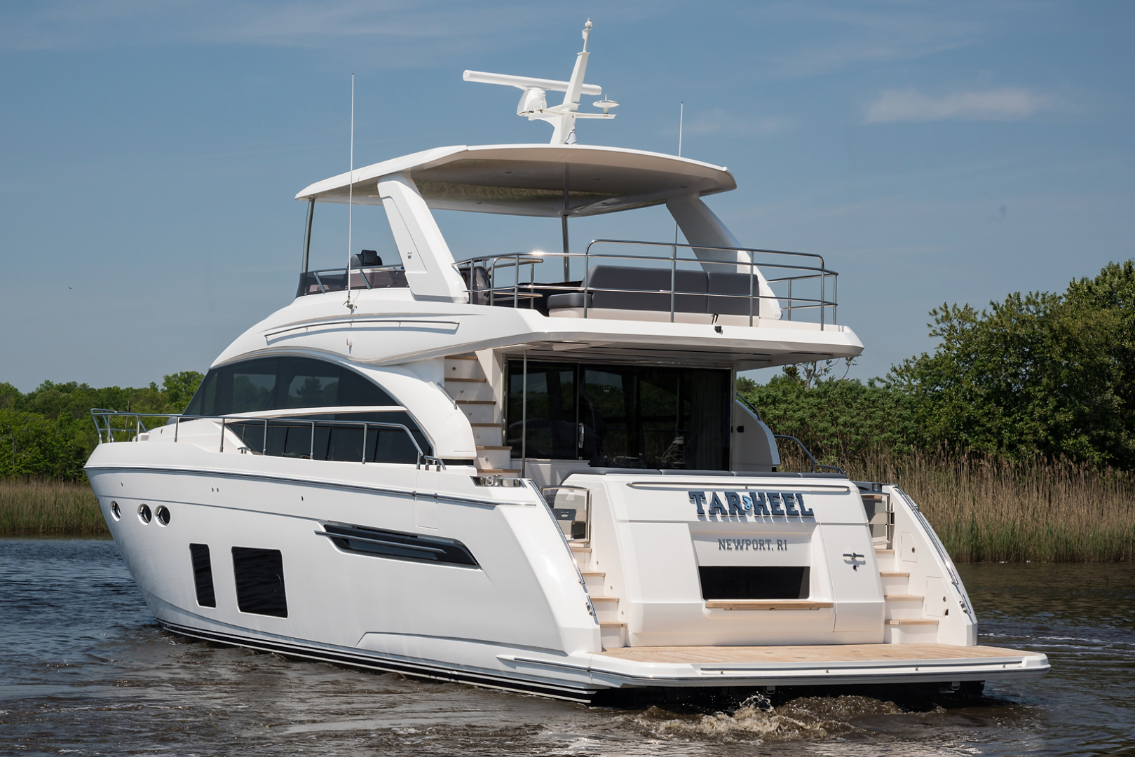 Picture Of: 69' Princess 68 Flybridge Motor Yacht 2018 Yacht For Sale   2 of 92
