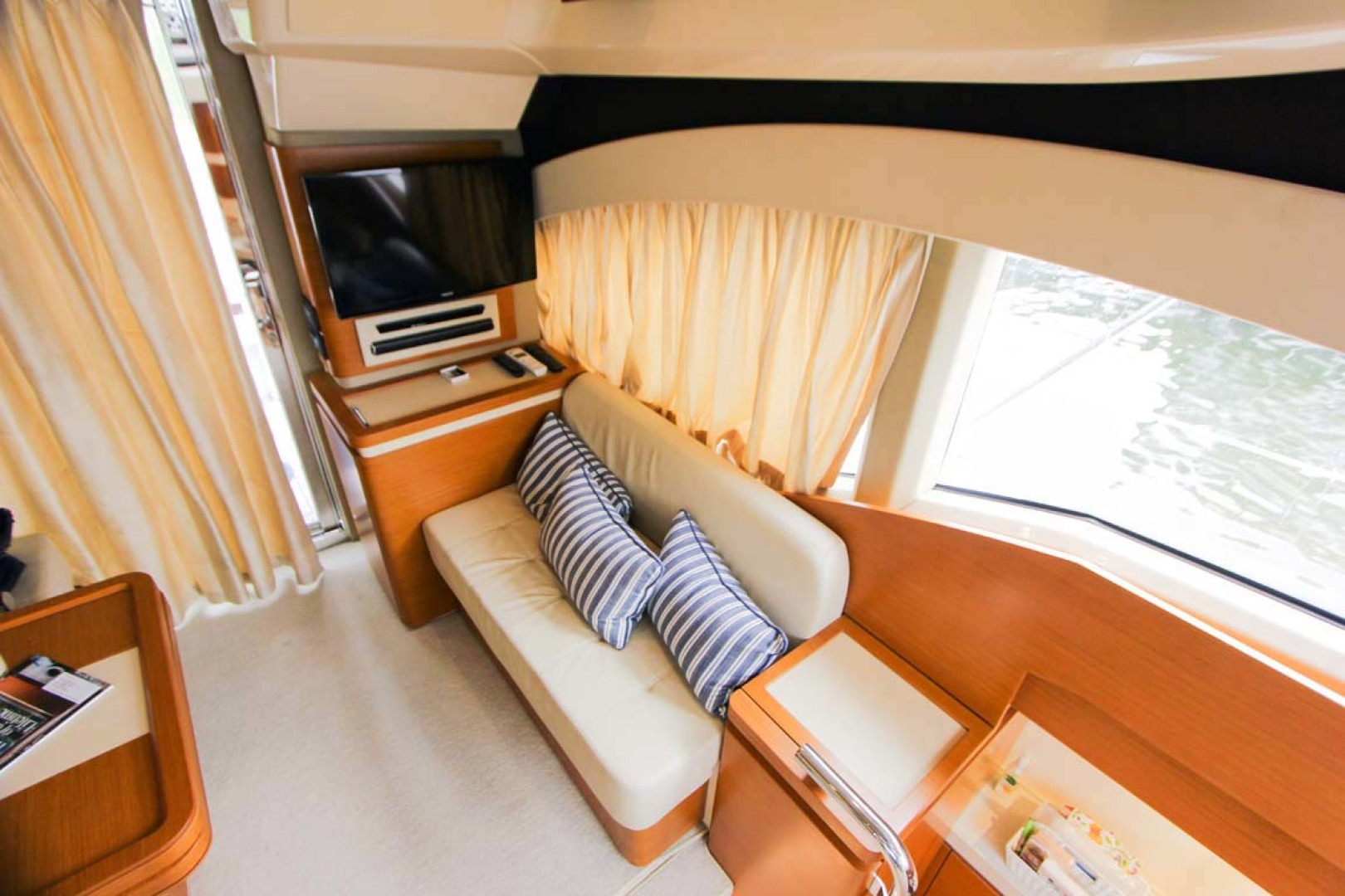 Azimut-45 Flybridge 2016 -Coral Gables-Florida-United States-Port Side Couch and Samsung Flat Screen TV-1269388   Thumbnail