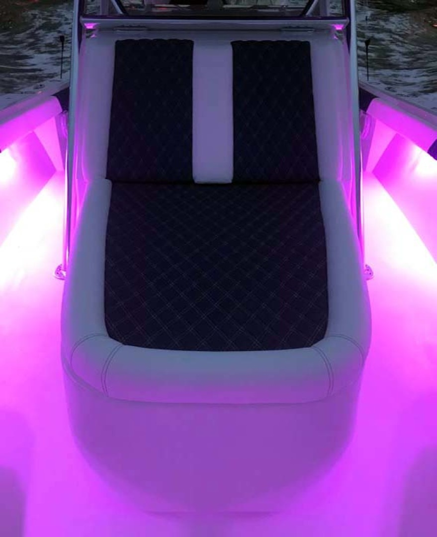 Front Runner-39 Center Console 2021 -Stuart-Florida-United States-Center Console Seat With LED Lights-1266694 | Thumbnail