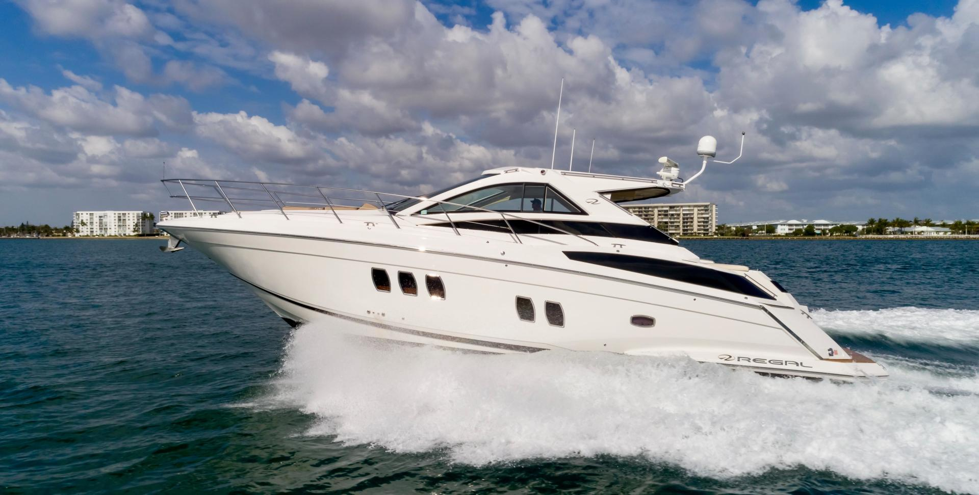 Picture Of: 52' Regal 5260 Sport Coupe 2010 Yacht For Sale | 1 of 47