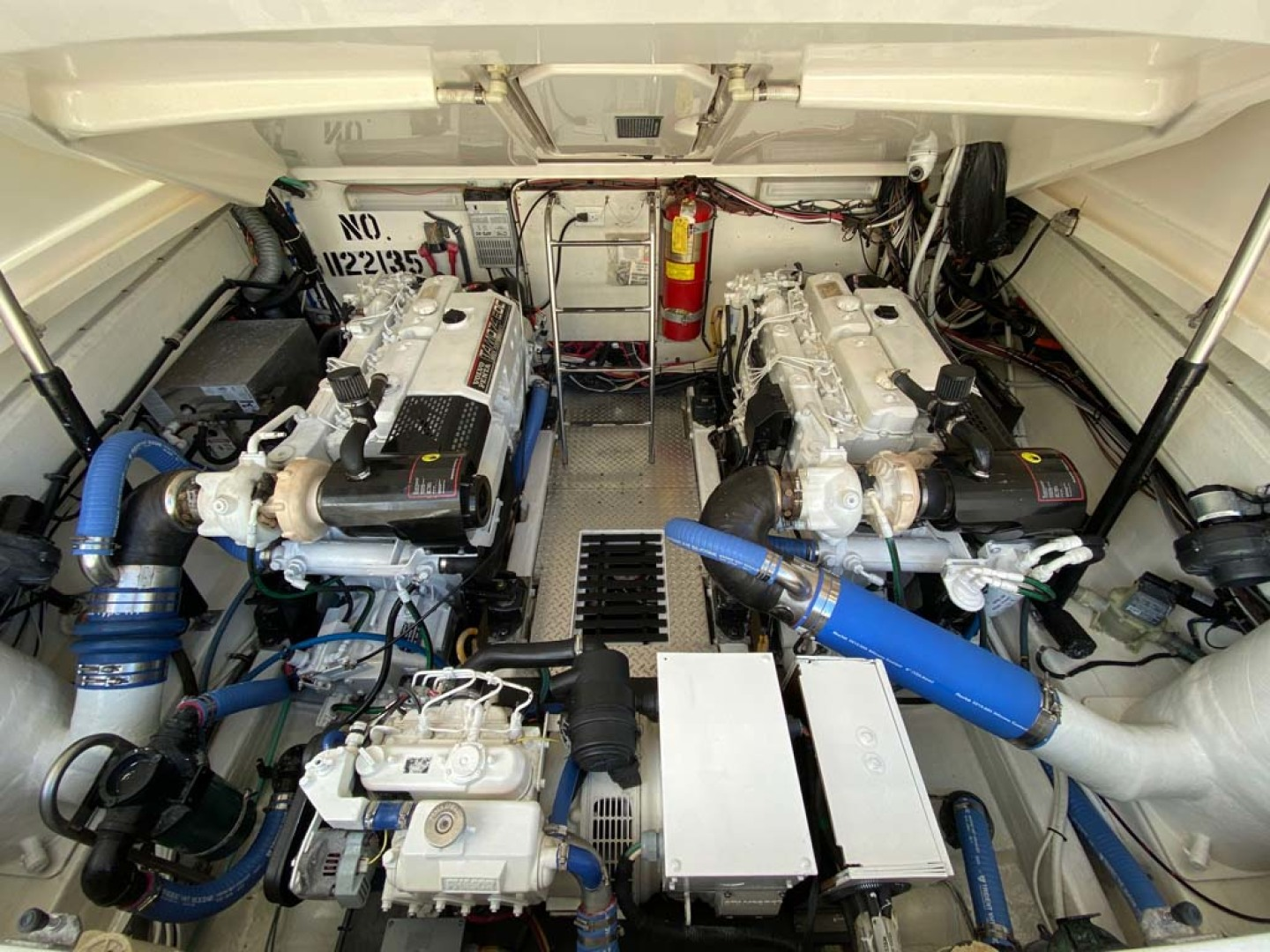 Pursuit-3800 Express 2002-Going Deep Destin-Florida-United States-Engine Compartment-1276716 | Thumbnail