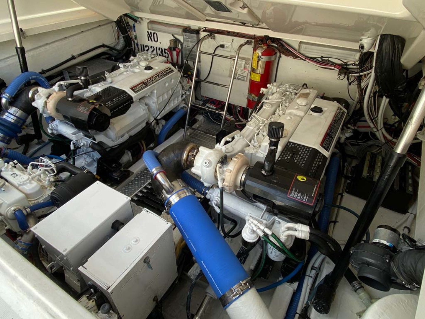 Pursuit-3800 Express 2002-Going Deep Destin-Florida-United States-Engine Compartment-1276715 | Thumbnail