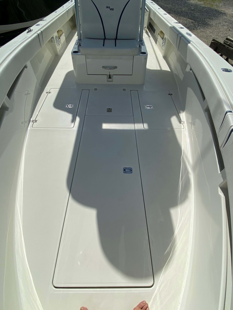SeaVee-320B 2017-Can You Dig It Islamorada-Florida-United States-Bow Deck-1358086 | Thumbnail