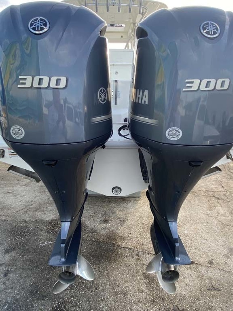 SeaVee-320B 2017-Can You Dig It Islamorada-Florida-United States-Twin 300HP Yamahas-1358118 | Thumbnail
