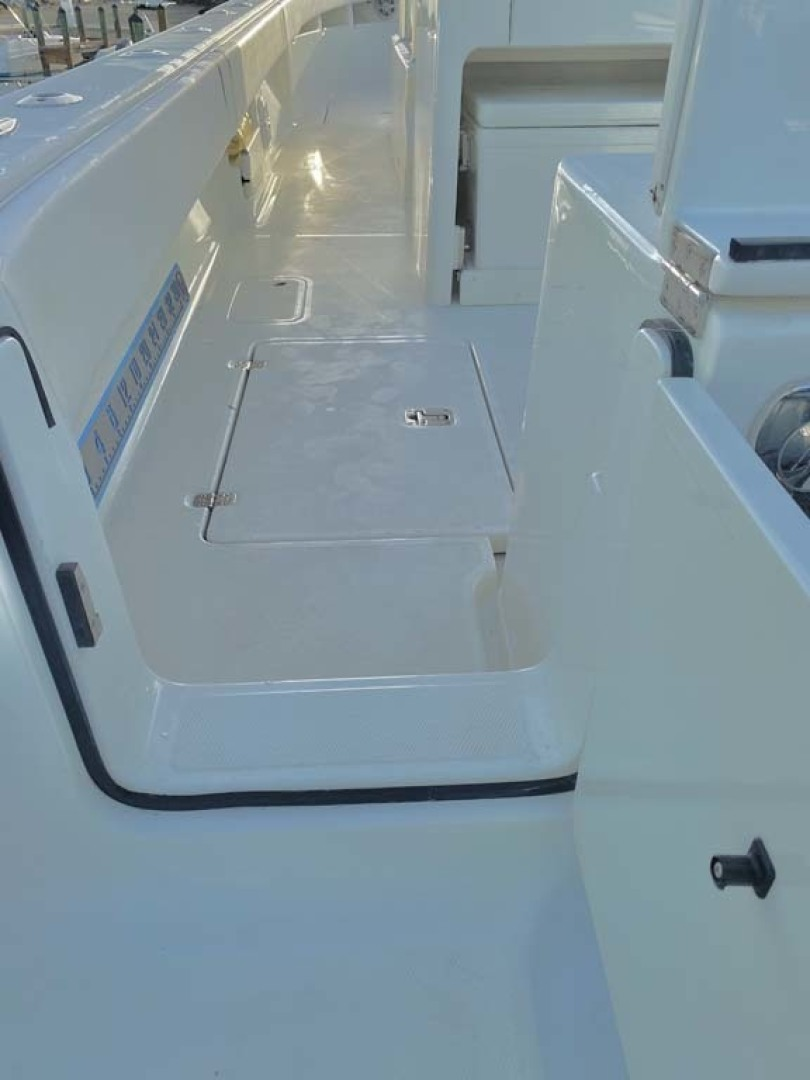 SeaVee-320B 2017-Can You Dig It Islamorada-Florida-United States-Transom Door and Side Deck-1358107 | Thumbnail