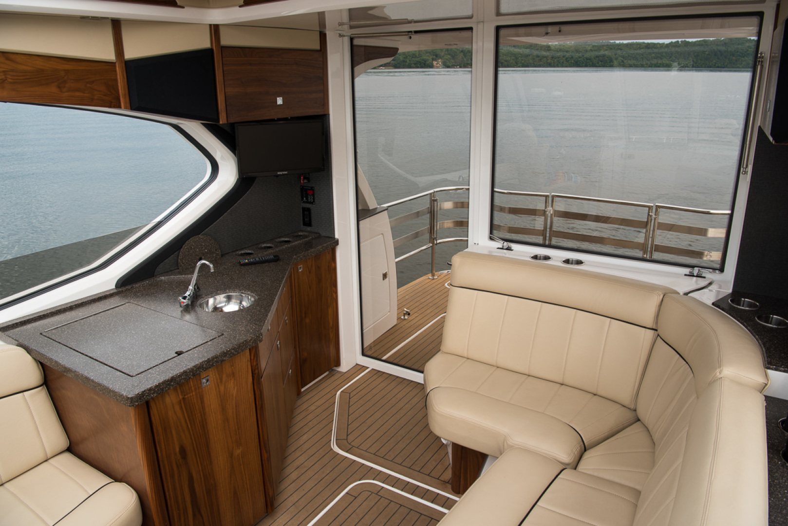 Floe Craft-Afina 3950 2019 -St Petersburg-Florida-United States-Cockpit-1279584   Thumbnail