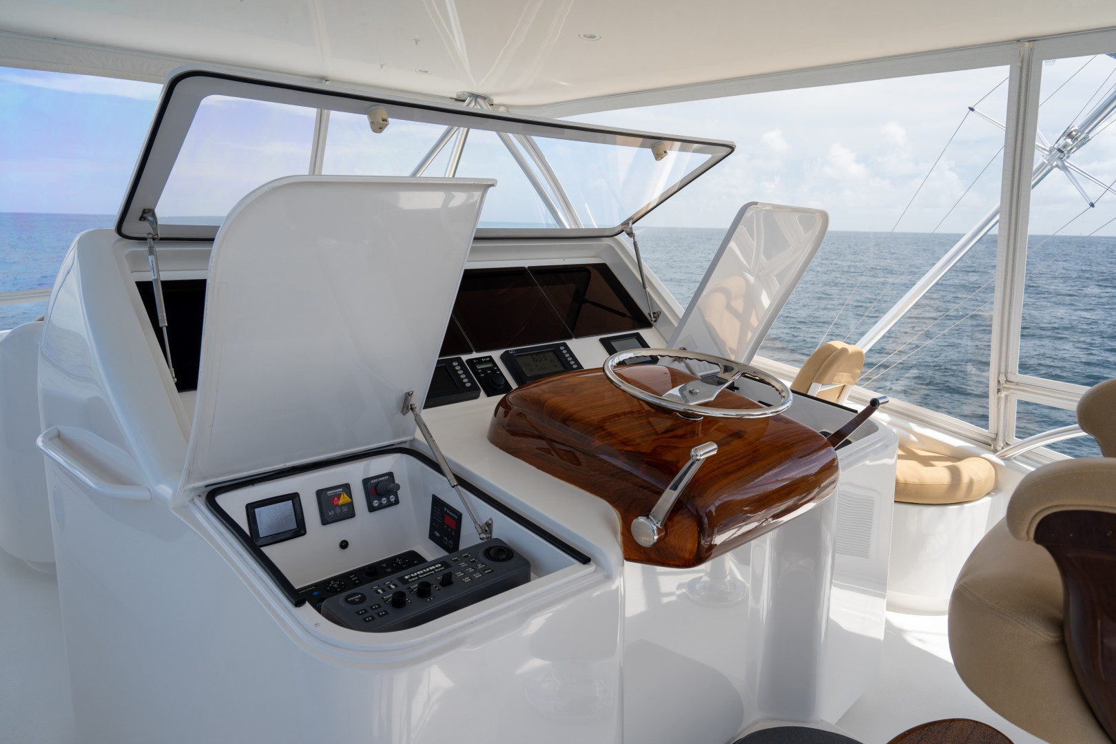 Viking-76 Sportfish 2012-Team Supreme Destin-Florida-United States-2012 Viking 76 SF   Helm (7)-1457169 | Thumbnail