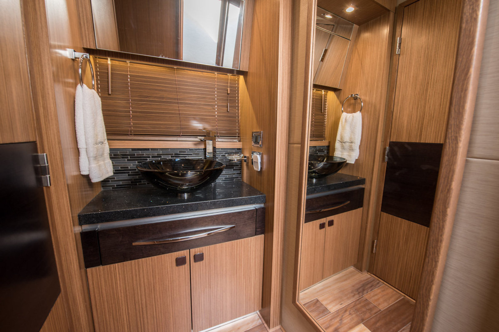 Sea Ray-L590 Fly 2016-2016 Sea Ray L590 Fly Ft. Lauderdale-Florida-United States-1284630 | Thumbnail