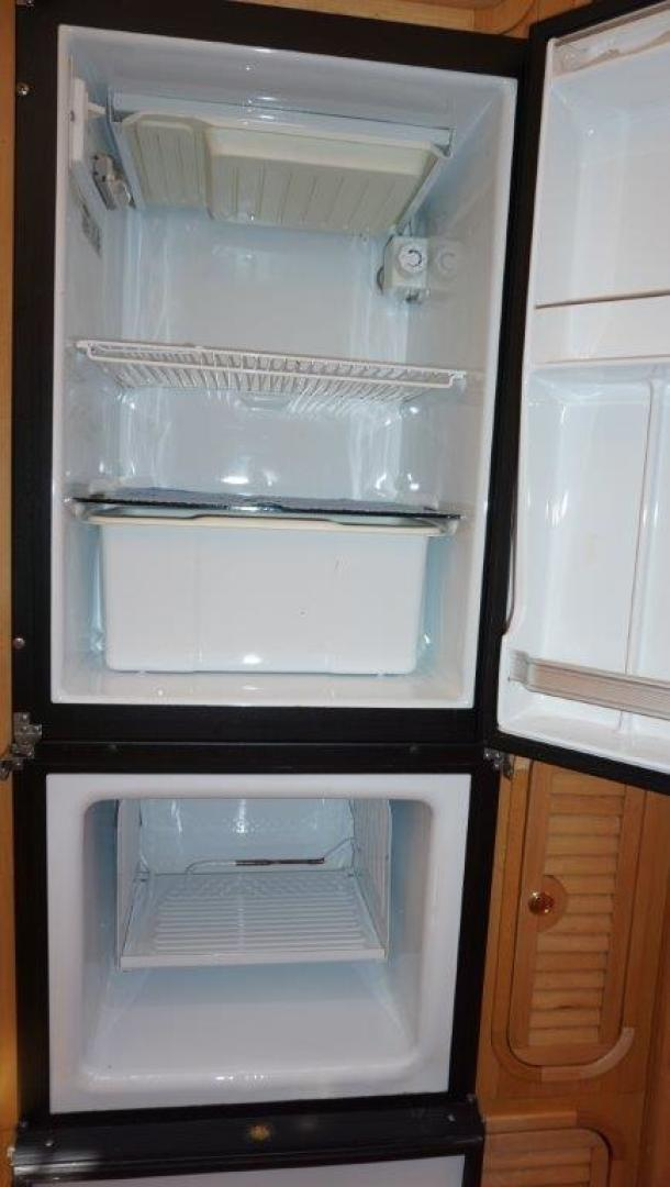 Custom-Simpson Slipstream 15 1998-Journey II Gibsons-British Columbia-Canada-Full Size Fridge And Freezer-1285608 | Thumbnail