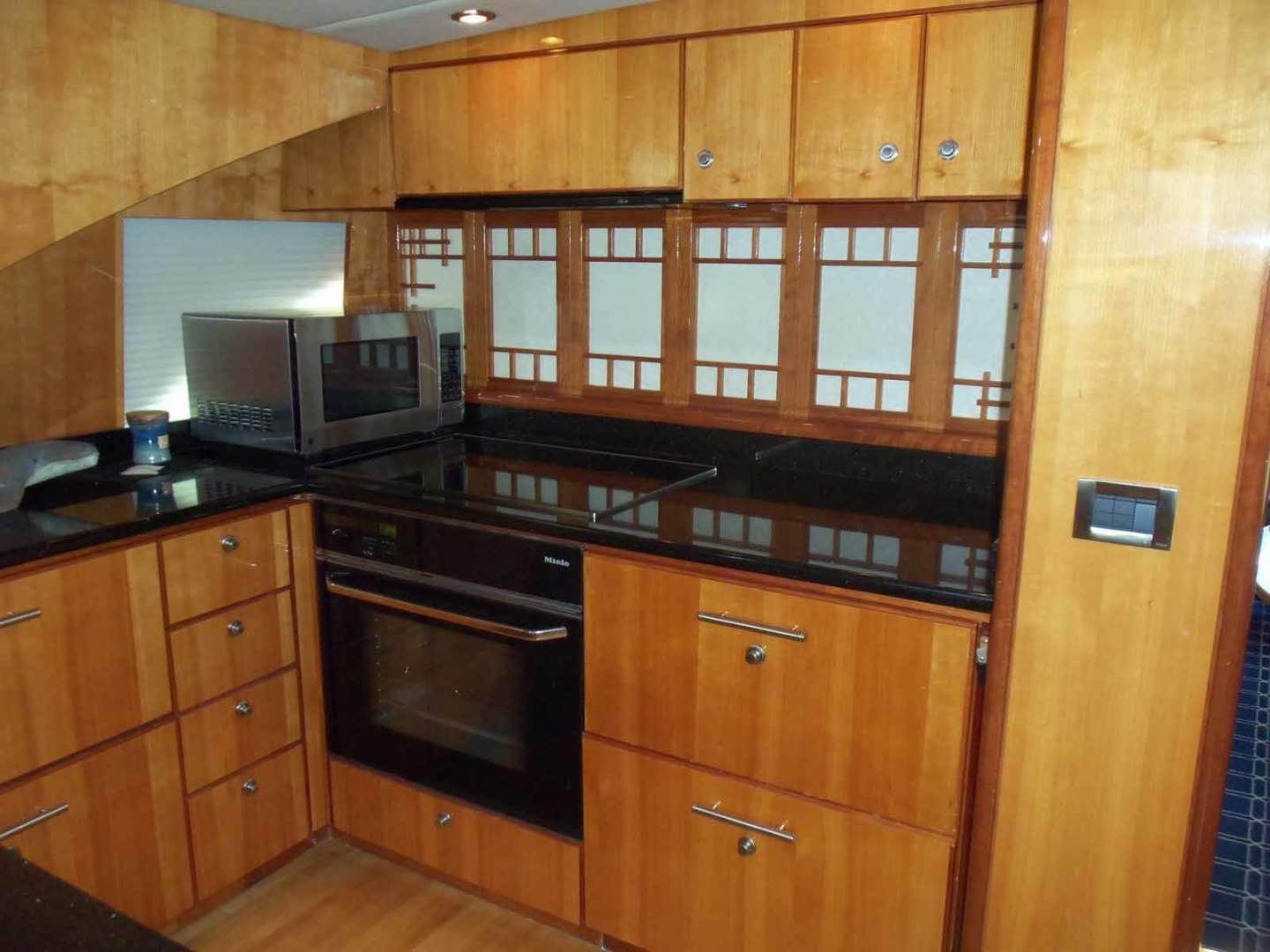 Queenship-Barretta 76 2004-SEA MYSTIC Fort Myers-Florida-United States-Galley With Partitian Closed-1588081 | Thumbnail