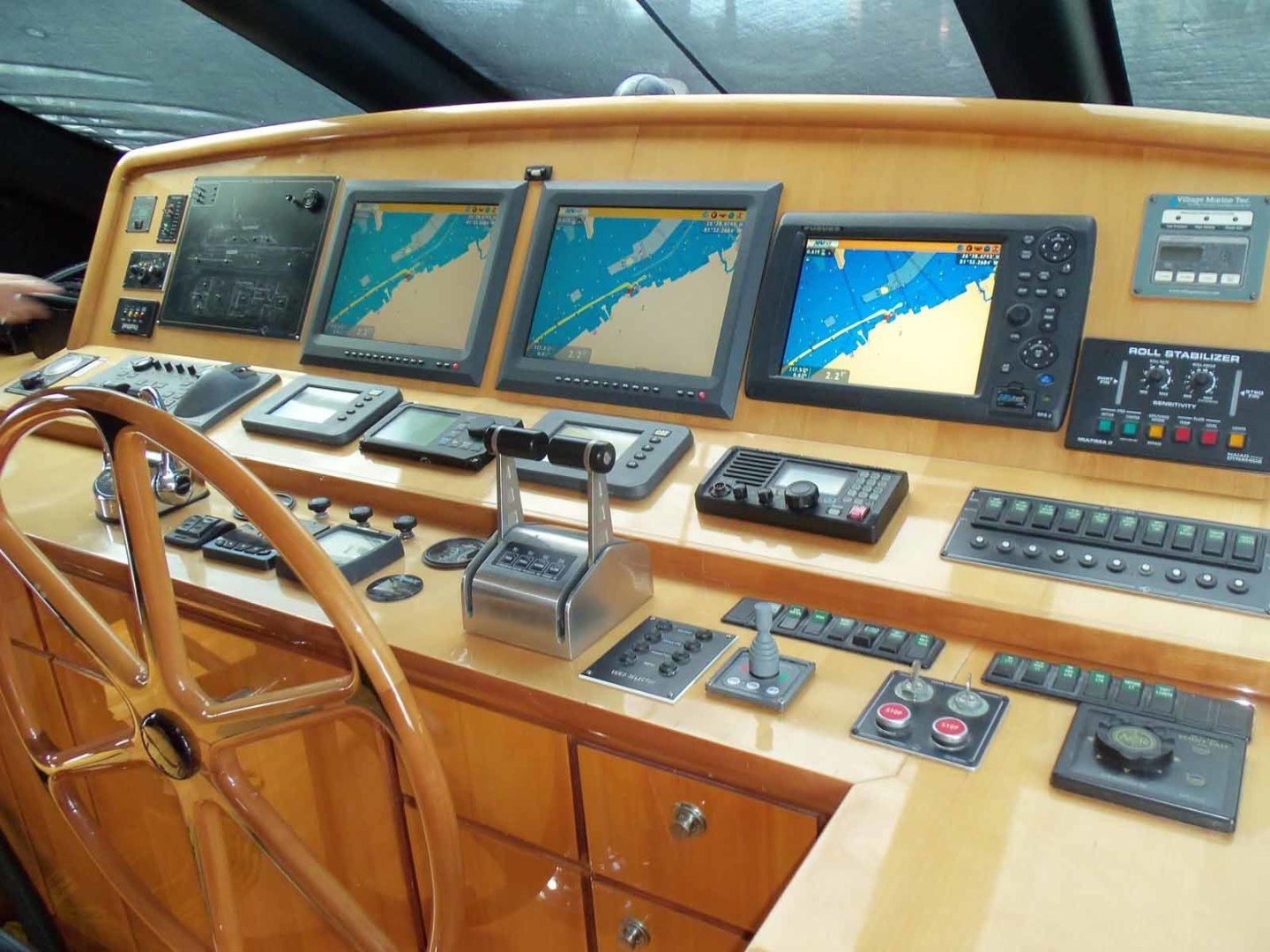 Queenship-Barretta 76 2004-SEA MYSTIC Fort Myers-Florida-United States-Helm From Straboard-1588093 | Thumbnail