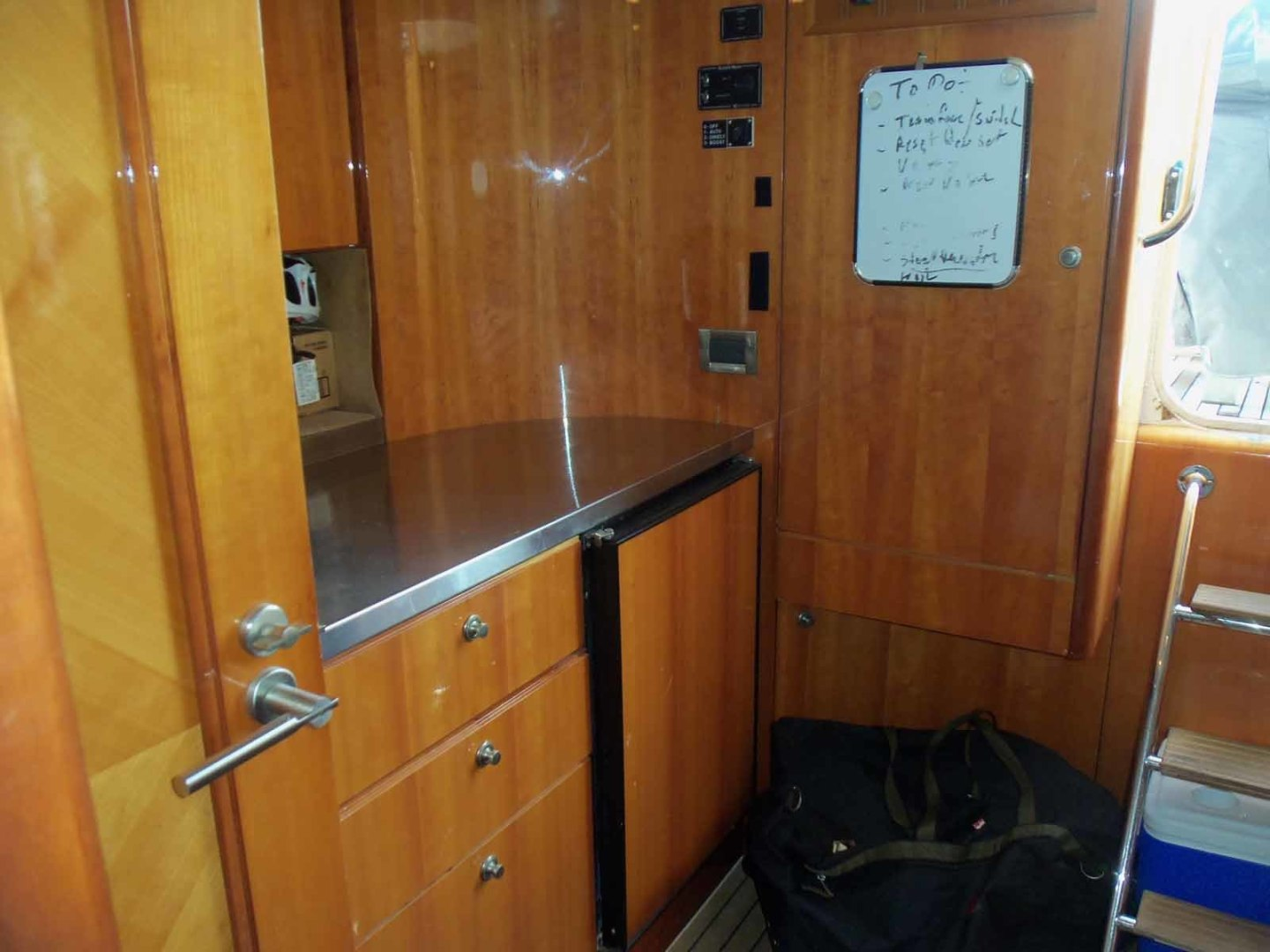 Queenship-Barretta 76 2004-SEA MYSTIC Fort Myers-Florida-United States-Crew Galley Looking Aft-1588151 | Thumbnail