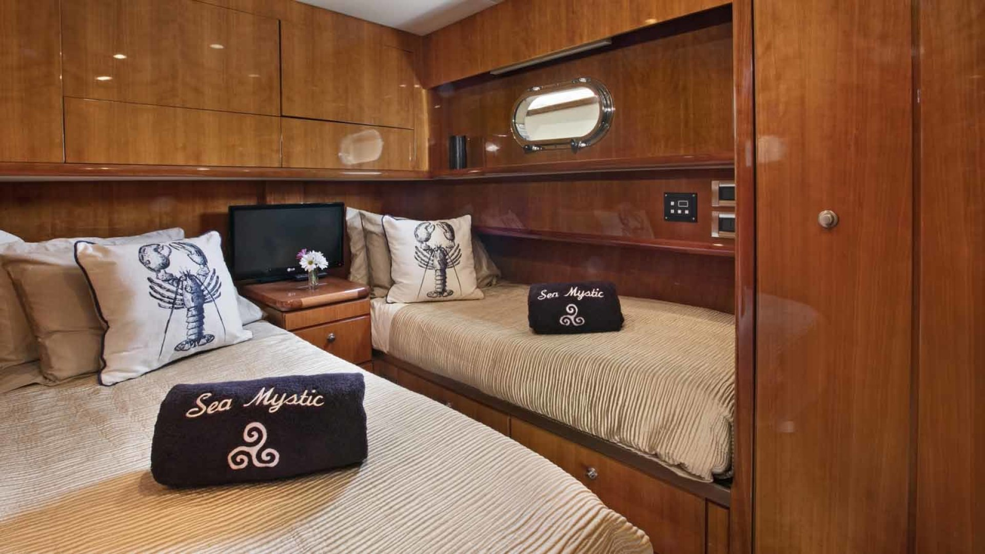 Queenship-Barretta 76 2004-SEA MYSTIC Fort Myers-Florida-United States-Guest Stateroom-1588113 | Thumbnail