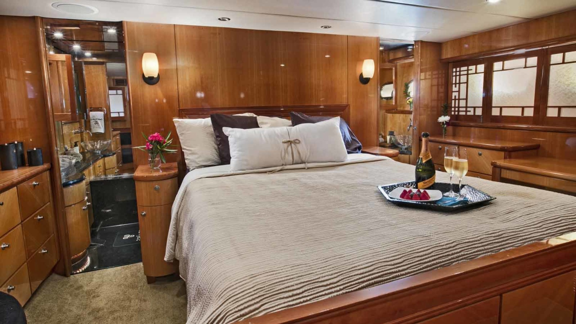 Queenship-Barretta 76 2004-SEA MYSTIC Fort Myers-Florida-United States-Master Stateroom-1588115 | Thumbnail