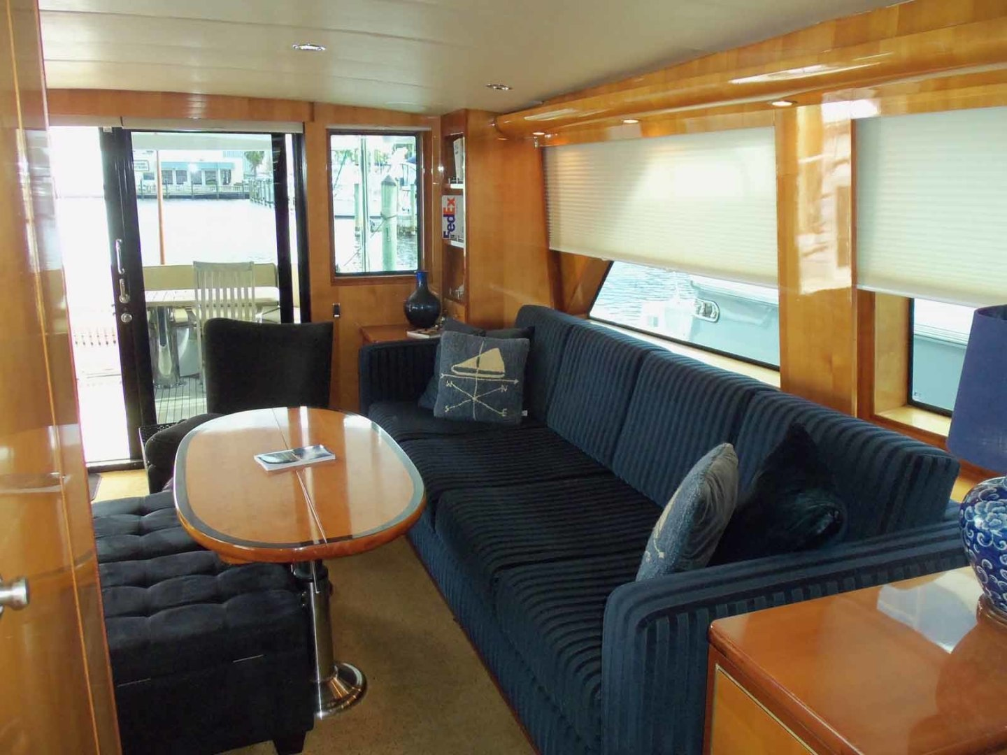 Queenship-Barretta 76 2004-SEA MYSTIC Fort Myers-Florida-United States-Salon To Starboard-1588076 | Thumbnail