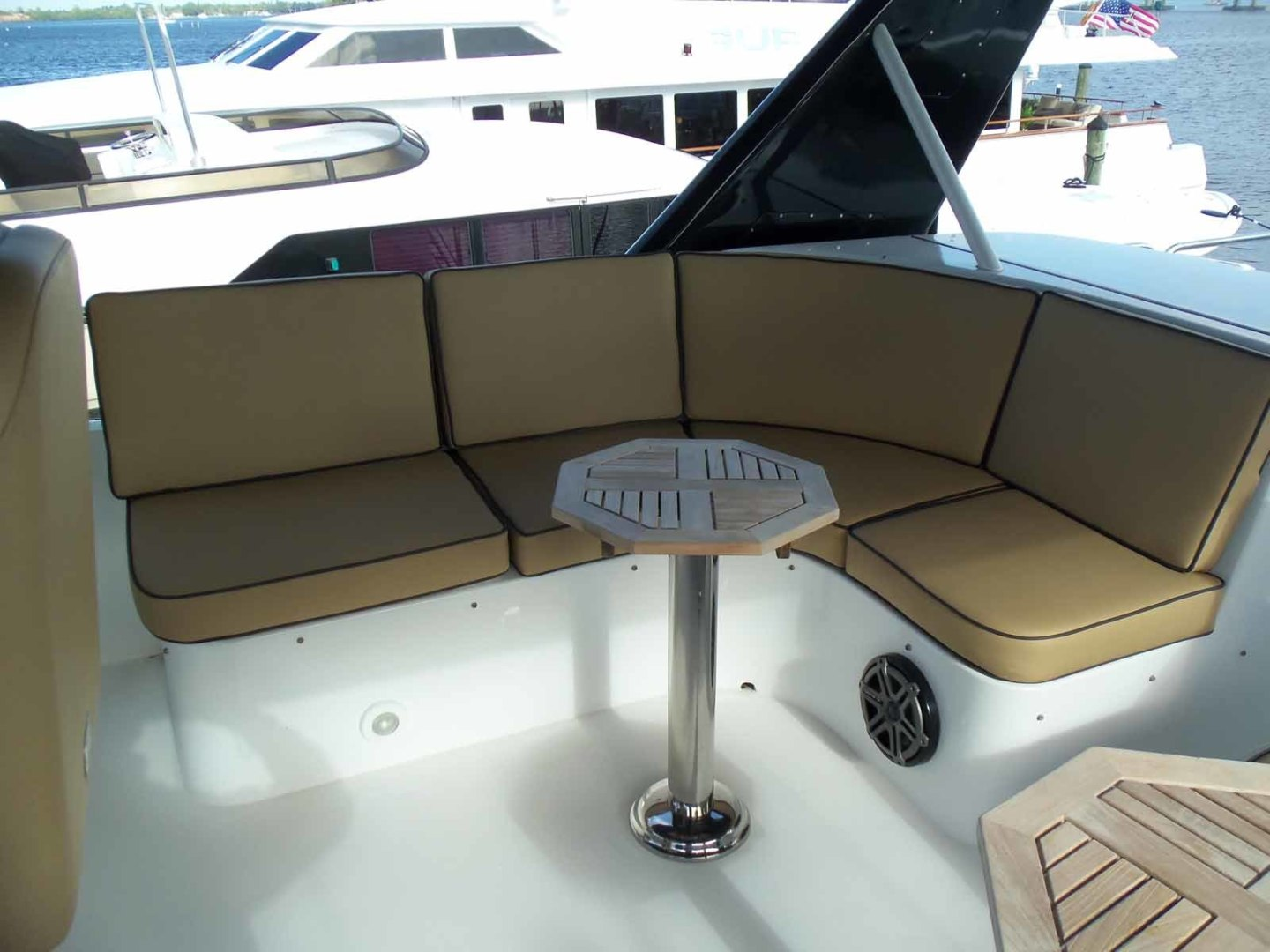 Queenship-Barretta 76 2004-SEA MYSTIC Fort Myers-Florida-United States-FB Seating To Starboard-1588138 | Thumbnail
