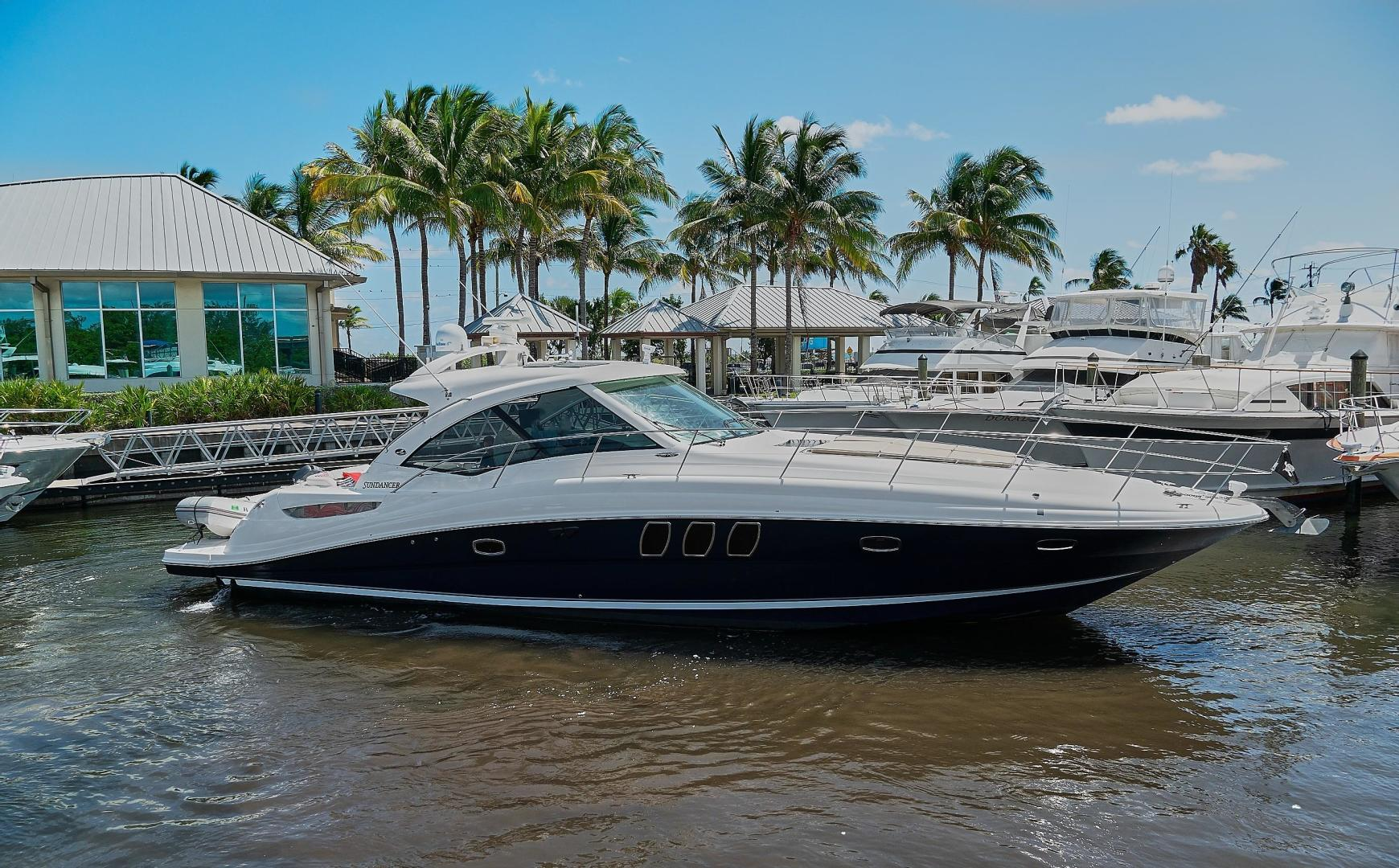 Picture Of: 51' Sea Ray 48 Sundancer 2006 Yacht For Sale   1 of 35