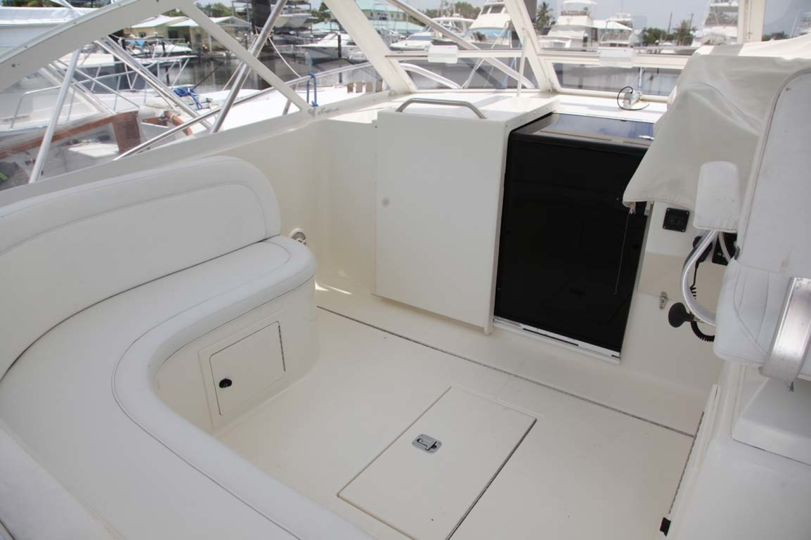 Carolina Classic-35 Express 2001-Fish Hard Key Largo-Florida-United States-Helm Deck Companion Seating-1443722 | Thumbnail