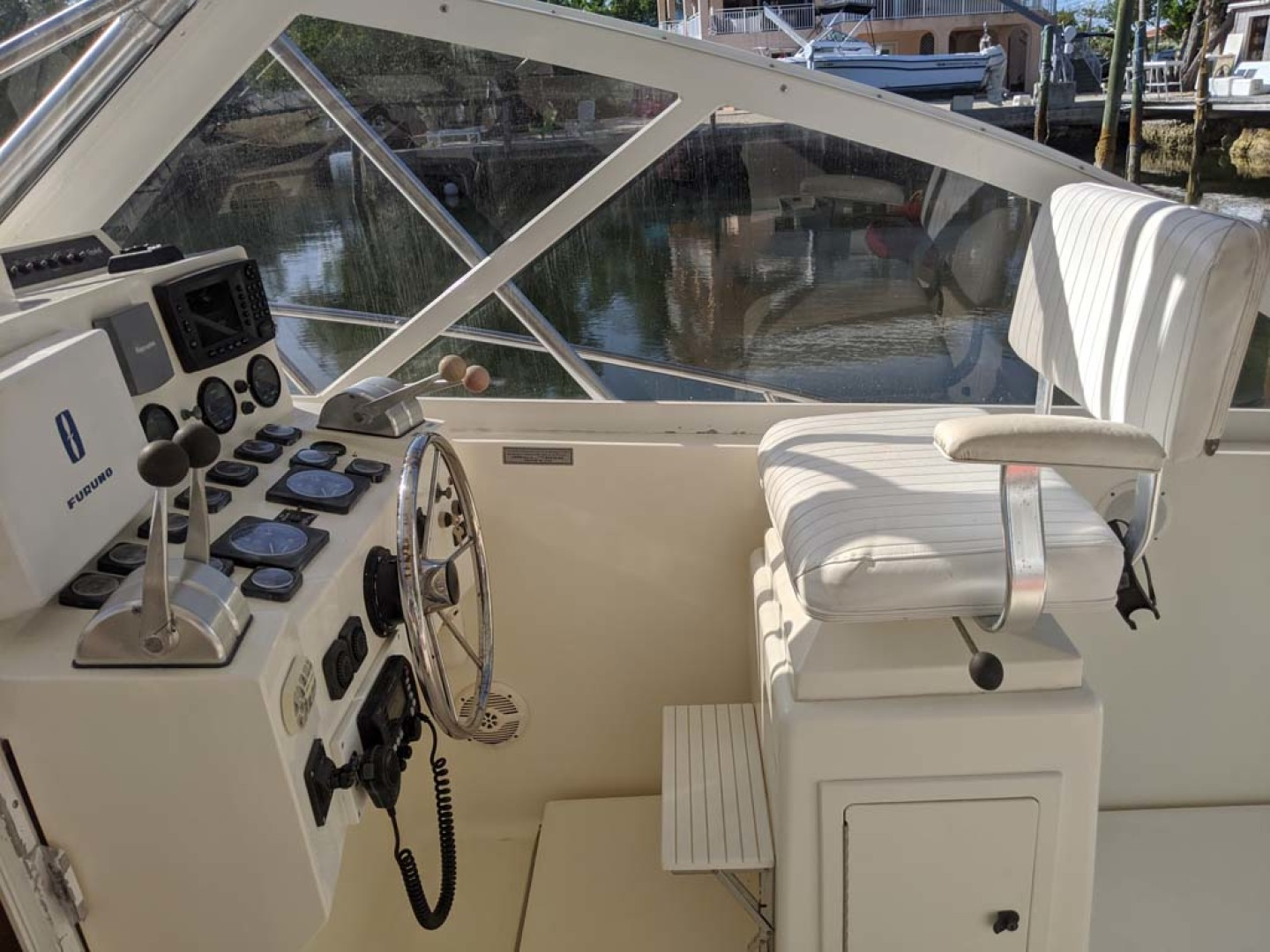Carolina Classic-35 Express 2001-Fish Hard Key Largo-Florida-United States-Helm Station-1289620 | Thumbnail