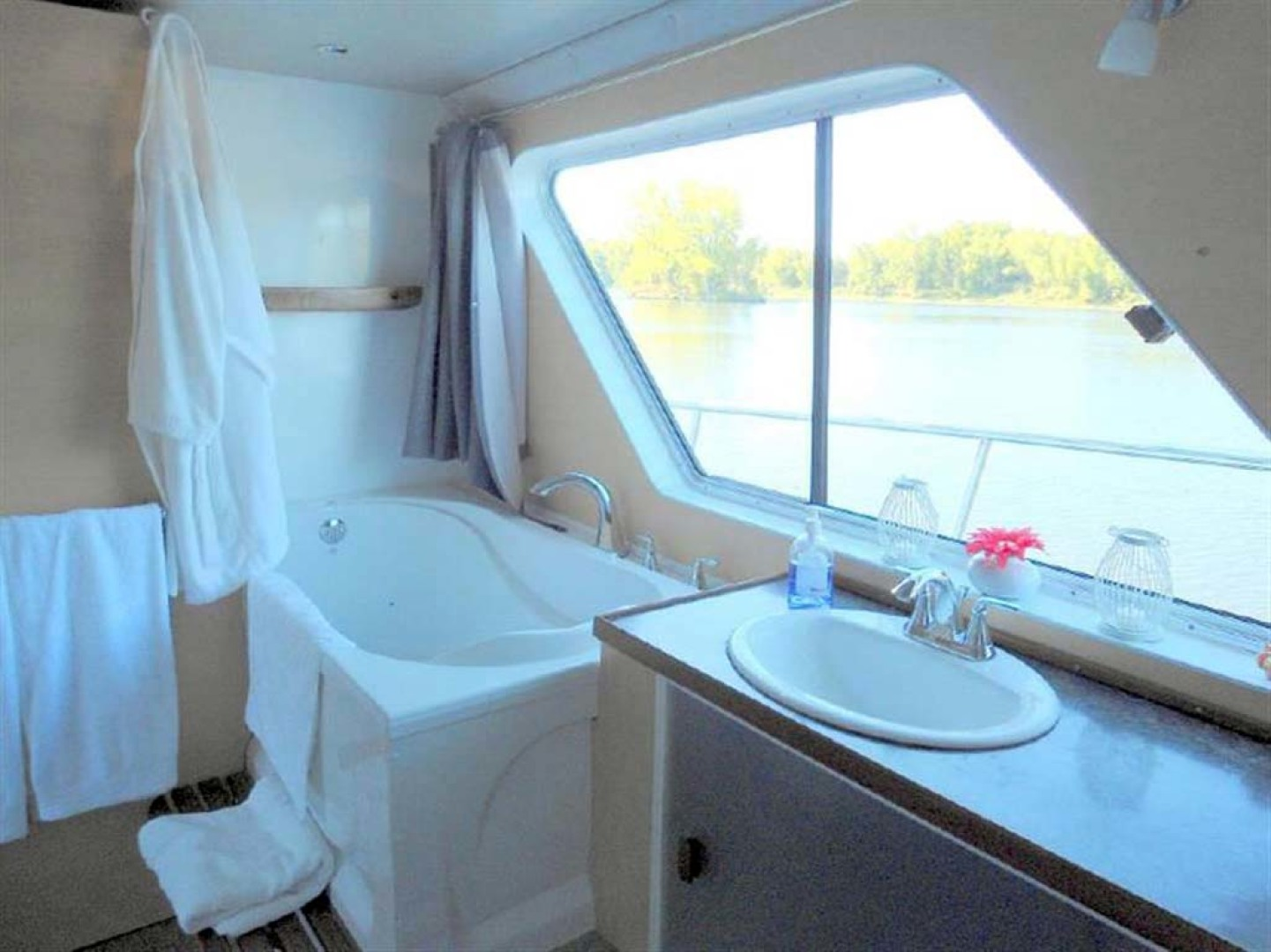 Custom-Artisanal Power Catamaran 2014-Merjo 6 Nicolet-Quebec-Canada-Master Head Spa-1291483 | Thumbnail