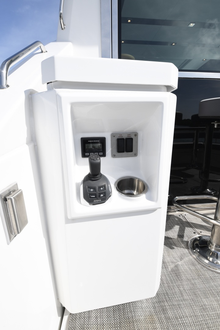 Cruisers-54 Cantius 2018-Pipe Dream St.Petersburg-Florida-United States-2018 Cruisers 58 Cantius Joystick Controls-1322919 | Thumbnail