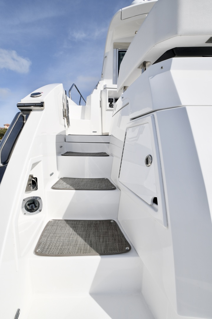 Cruisers-54 Cantius 2018-Pipe Dream St.Petersburg-Florida-United States-2018 Cruisers 58 Cantius Stairs to Foredeck-1322922 | Thumbnail