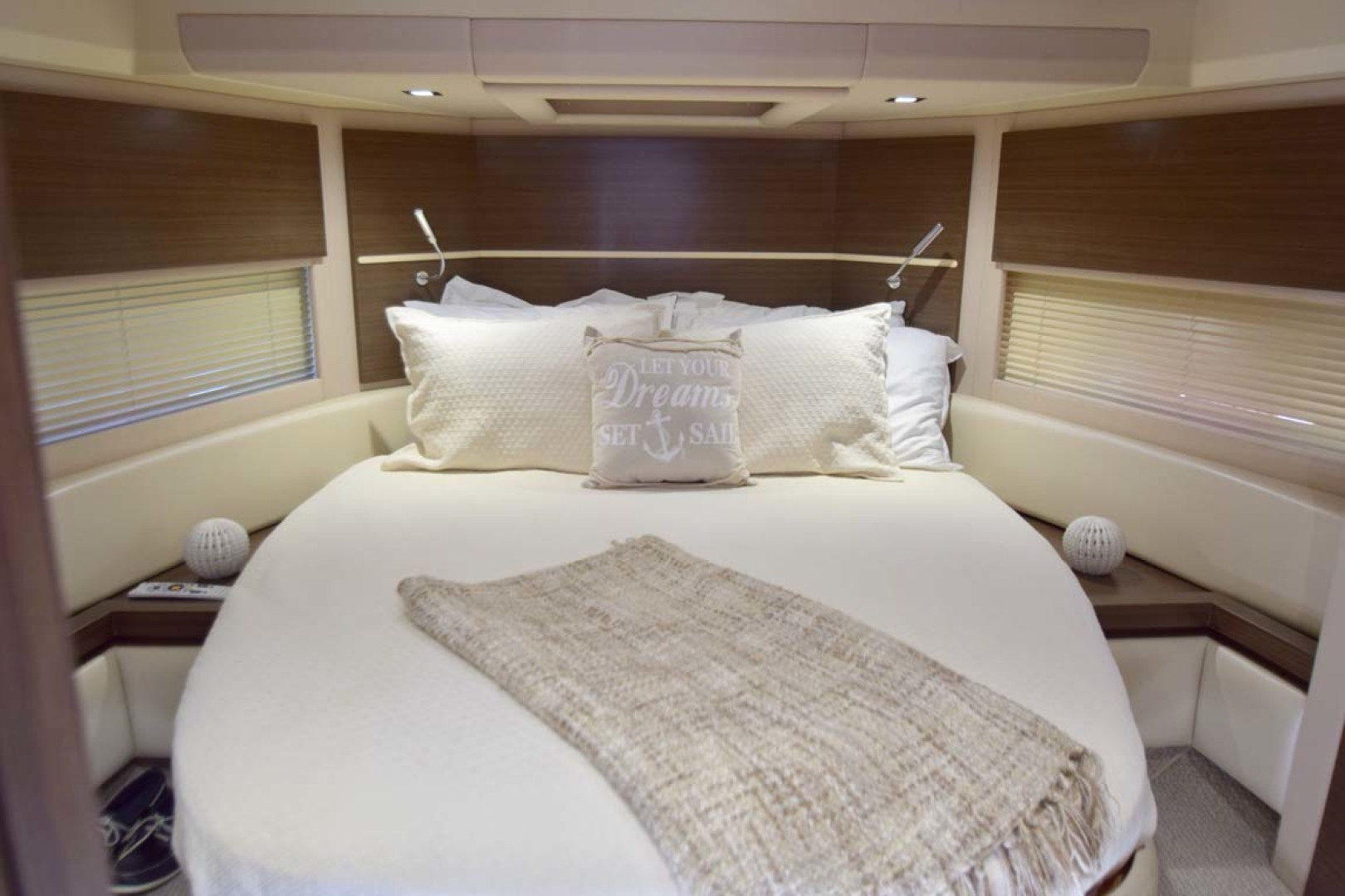 Azimut-54 Flybridge 2014-Suits Fort Lauderdale-Florida-United States-VIP Stateroom-1292178 | Thumbnail