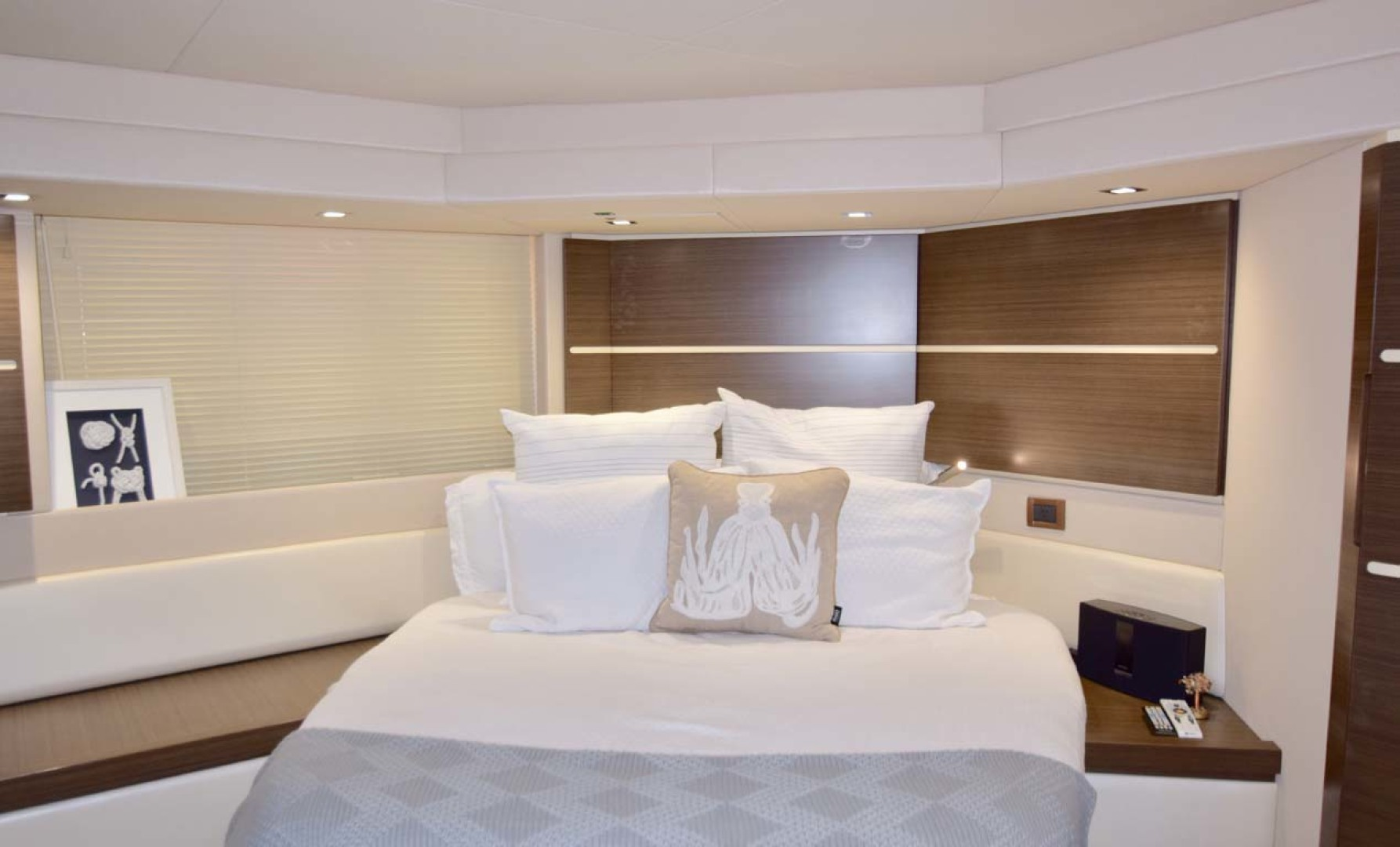Azimut-54 Flybridge 2014-Suits Fort Lauderdale-Florida-United States-Main Stateroom-1292173 | Thumbnail