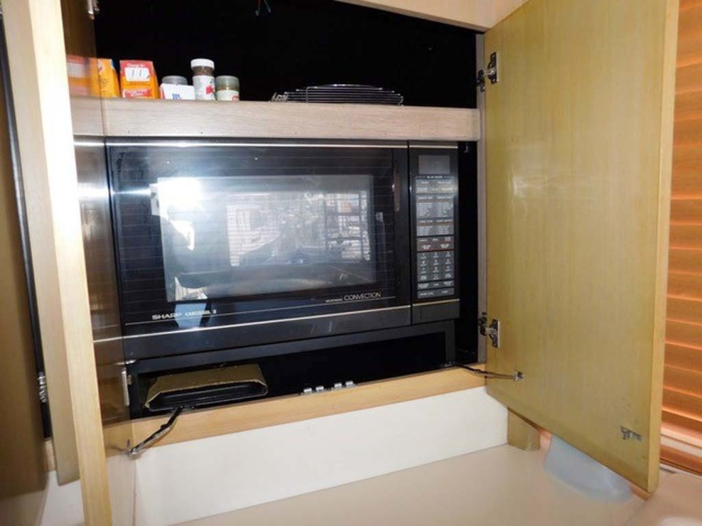 Hatteras-Convertible 1986-My Alyby Merritt Island-Florida-United States-Microwave and Convection Oven-1294824 | Thumbnail
