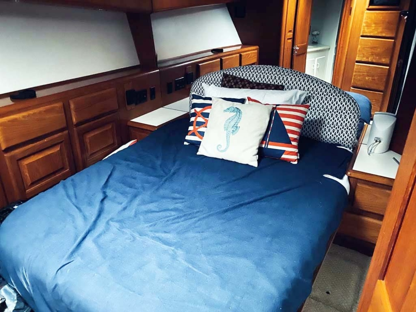 Viking-Convertible 1993-Out of Order Cape May-New Jersey-United States-Master Stateroom-1295353 | Thumbnail