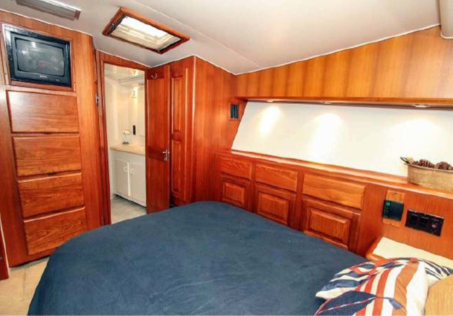 Viking-Convertible 1993-Out of Order Cape May-New Jersey-United States-Master Stateroom-1295352 | Thumbnail