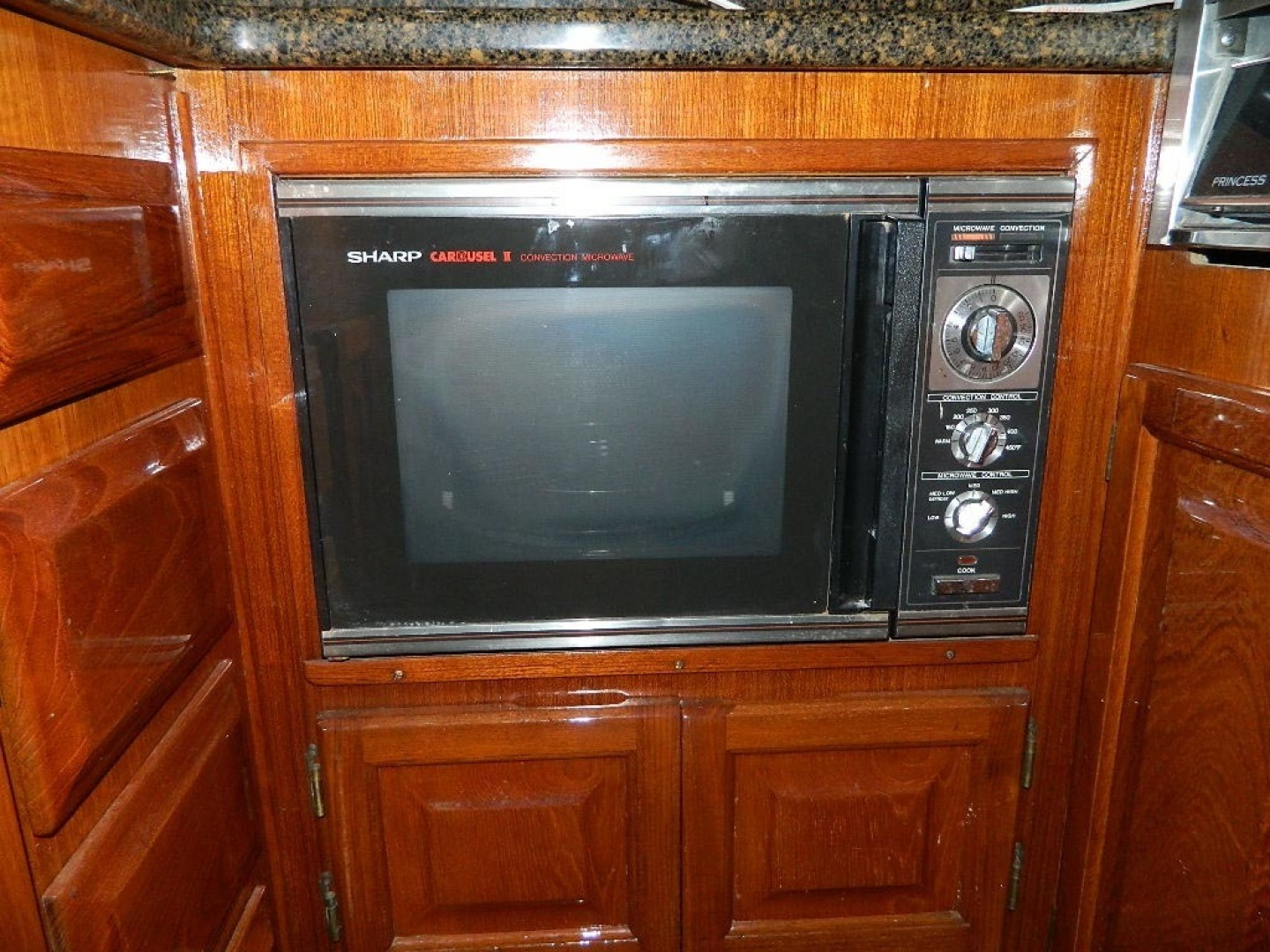 Viking-Sport Fisherman 1985-Jean V Hobe Sound-Florida-United States-Galley Microwave-1297241 | Thumbnail