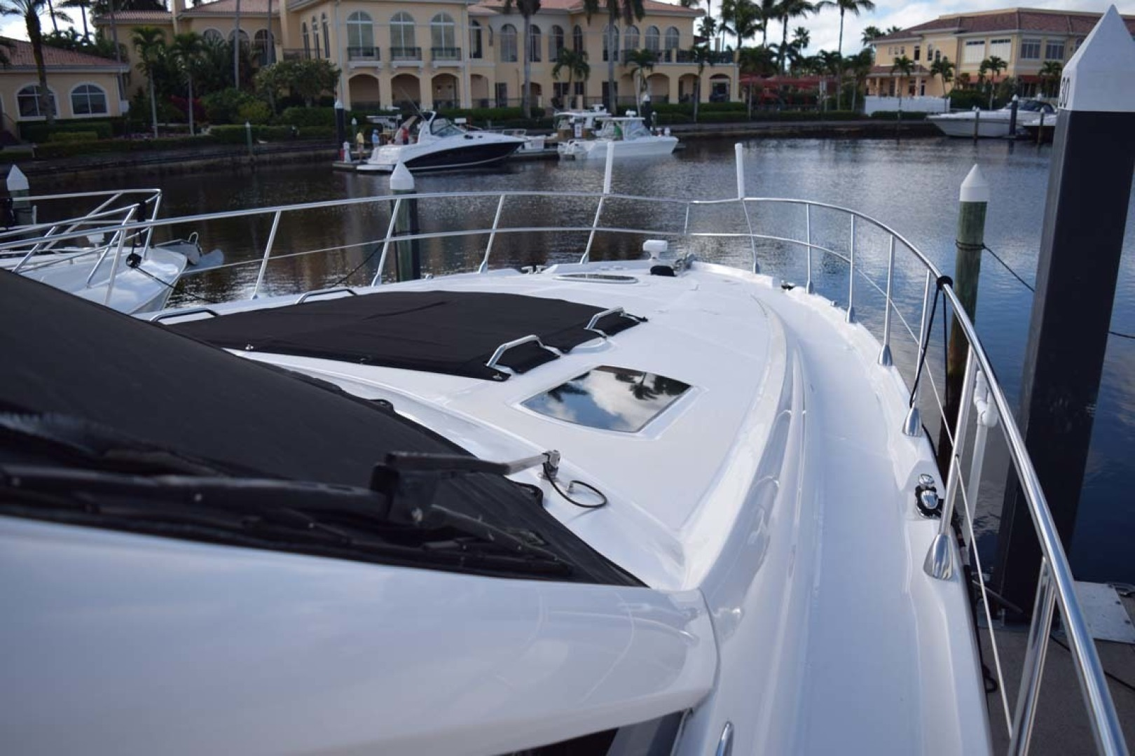 Sea Ray-Sundancer 610 2012-SON RYS Fort Myers-Florida-United States-View To Bow STBD Side Approach-1298480 | Thumbnail