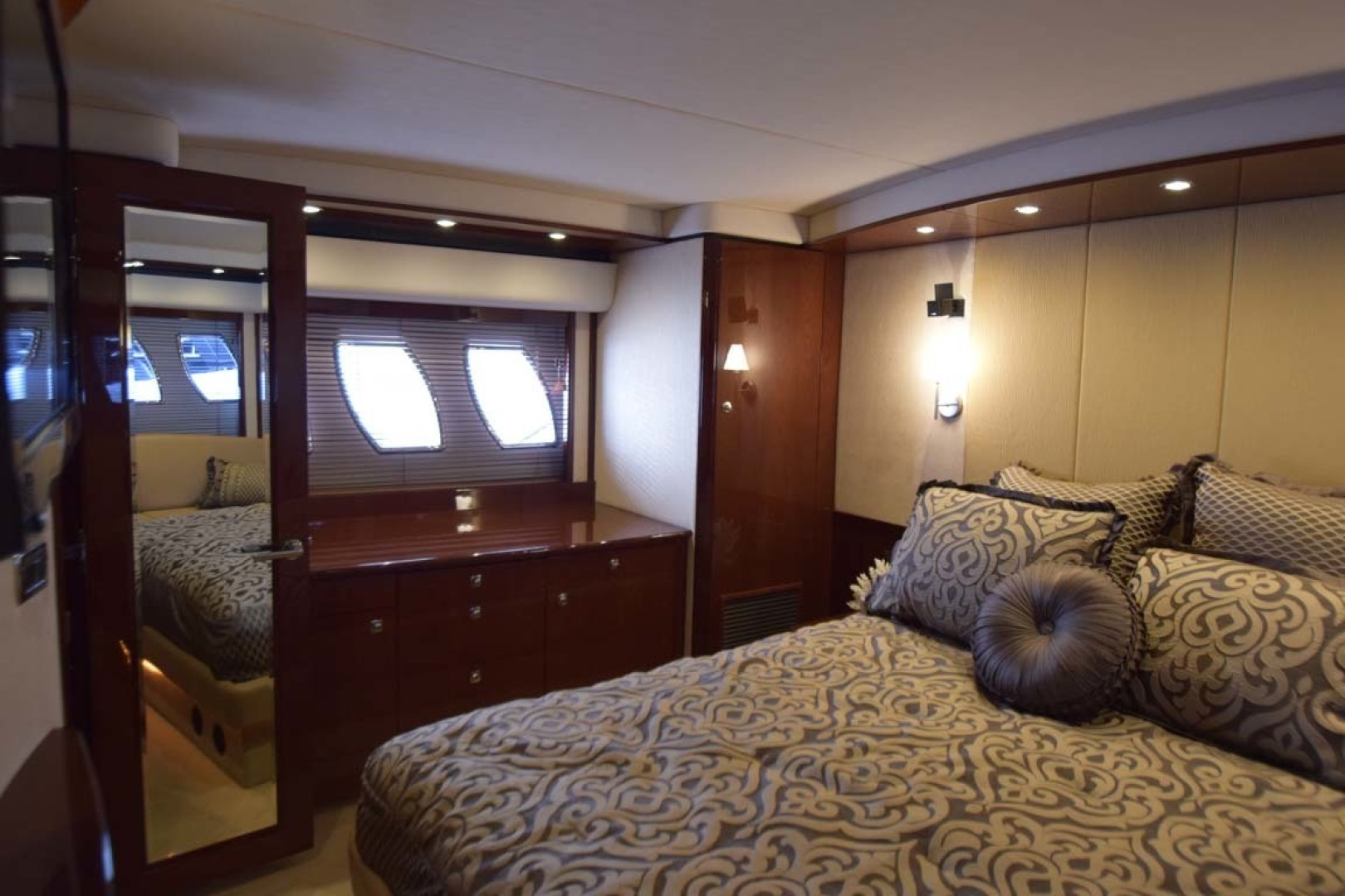 Sea Ray-Sundancer 610 2012-SON RYS Fort Myers-Florida-United States-Master Stateroom View To STBD-1298462 | Thumbnail