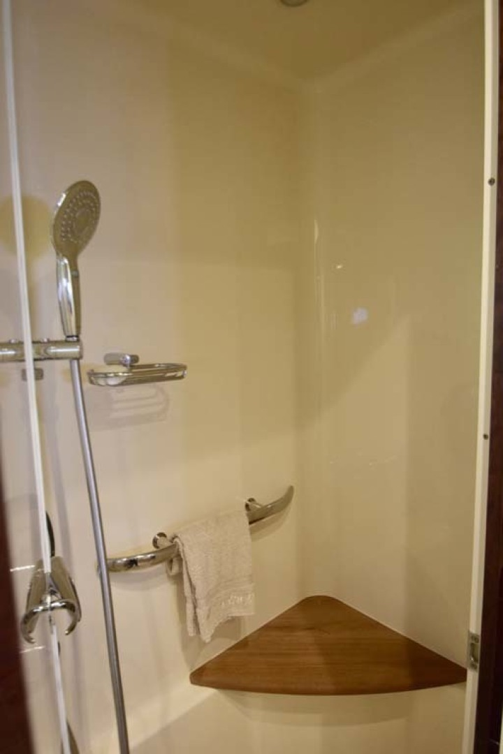 Sea Ray-Sundancer 610 2012-SON RYS Fort Myers-Florida-United States-Master Stateroom Shower Details-1298467 | Thumbnail