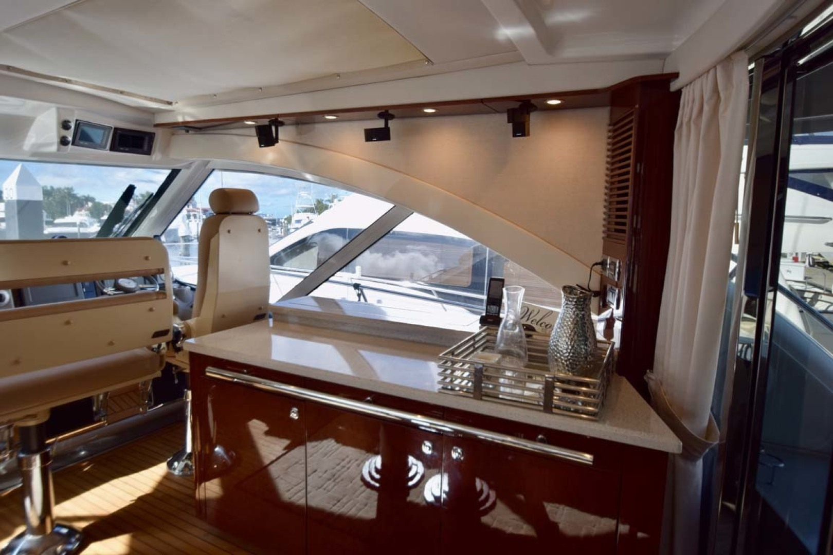 Sea Ray-Sundancer 610 2012-SON RYS Fort Myers-Florida-United States-Bar On STBD Side With Helm Seating And Expansive Windows-1298438 | Thumbnail