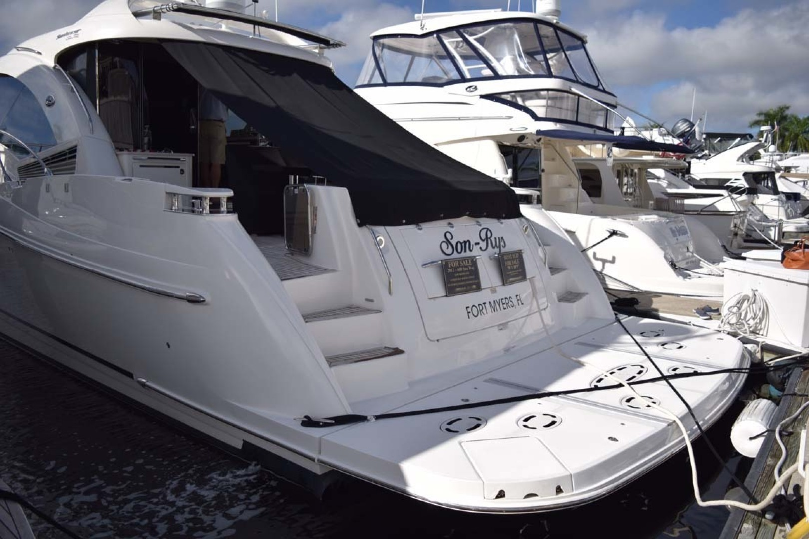 Sea Ray-Sundancer 610 2012-SON RYS Fort Myers-Florida-United States-View From Dock PORt Side With Swim Platform-1298502 | Thumbnail