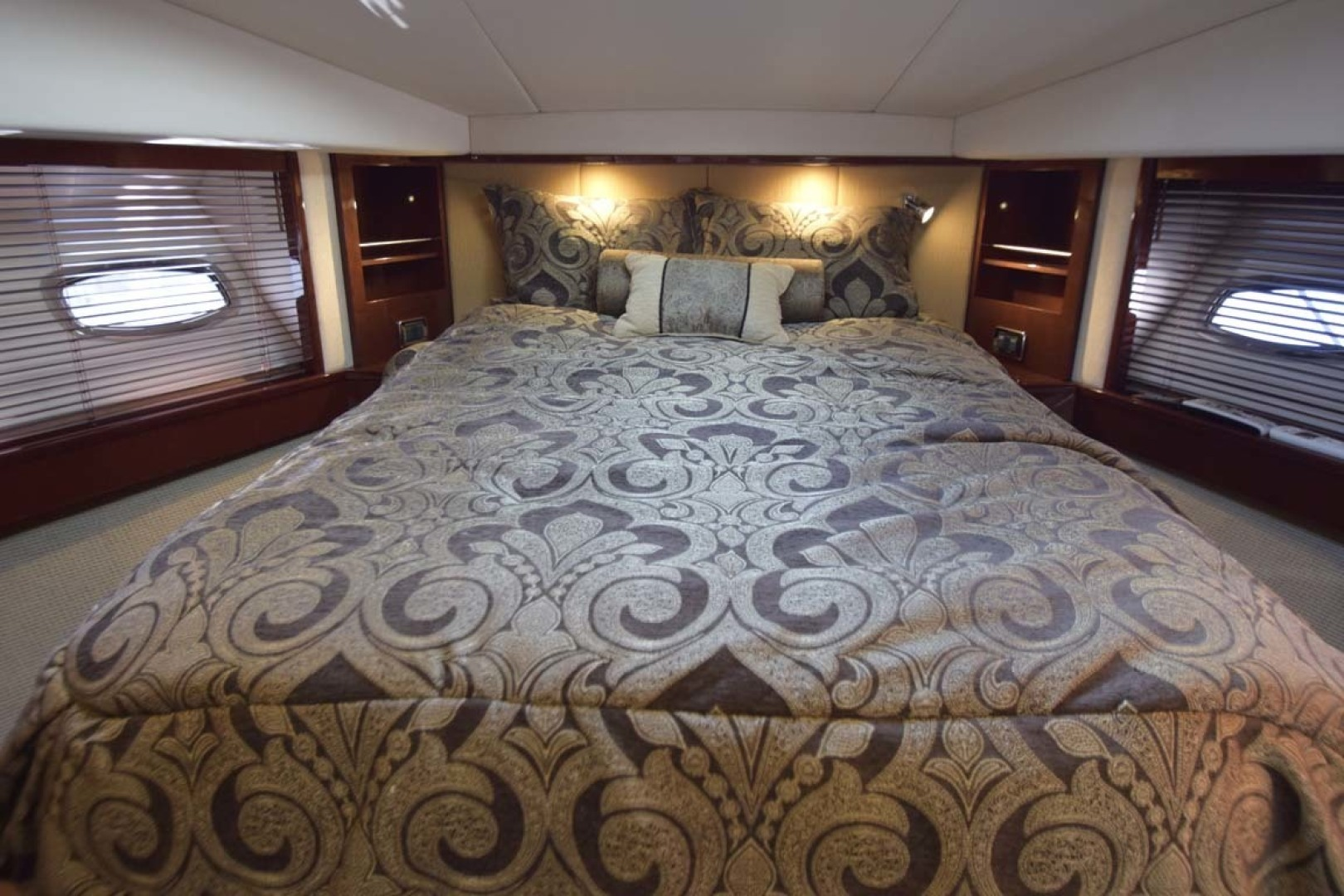 Sea Ray-Sundancer 610 2012-SON RYS Fort Myers-Florida-United States-VIP Double Bed With Custom Bedding-1298468 | Thumbnail
